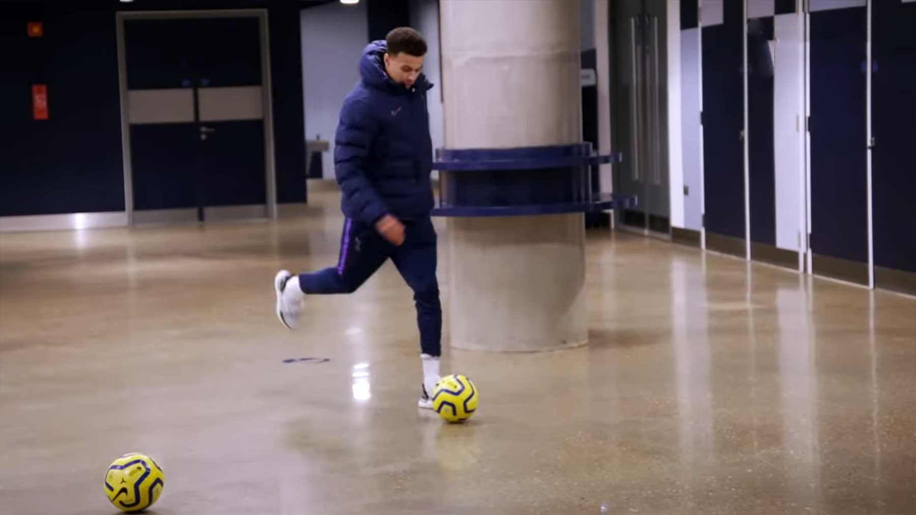 Tottenham Hotspur-Profis spielen Fußball-Golf durchs Stadion