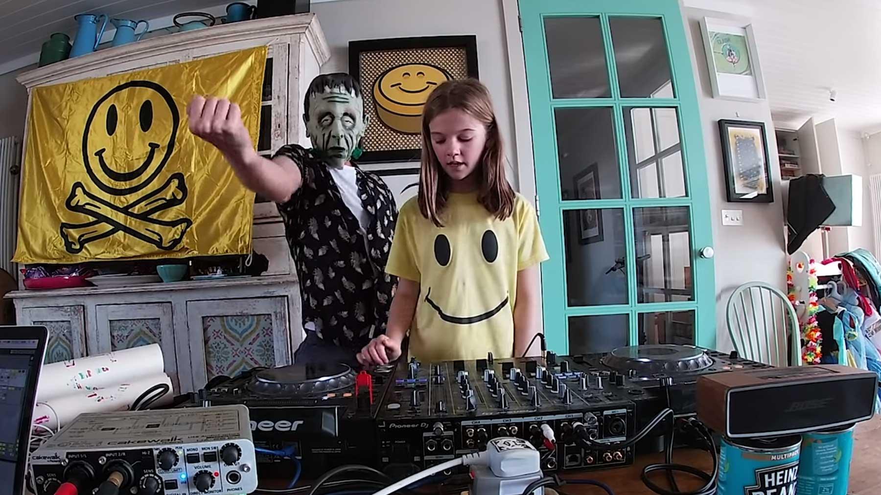 """10-jährige Tochter von Fatboy Slim streamt DJ-Liveset als """"Fat Girl Slim"""" fat-girl-slim-dj-set"""