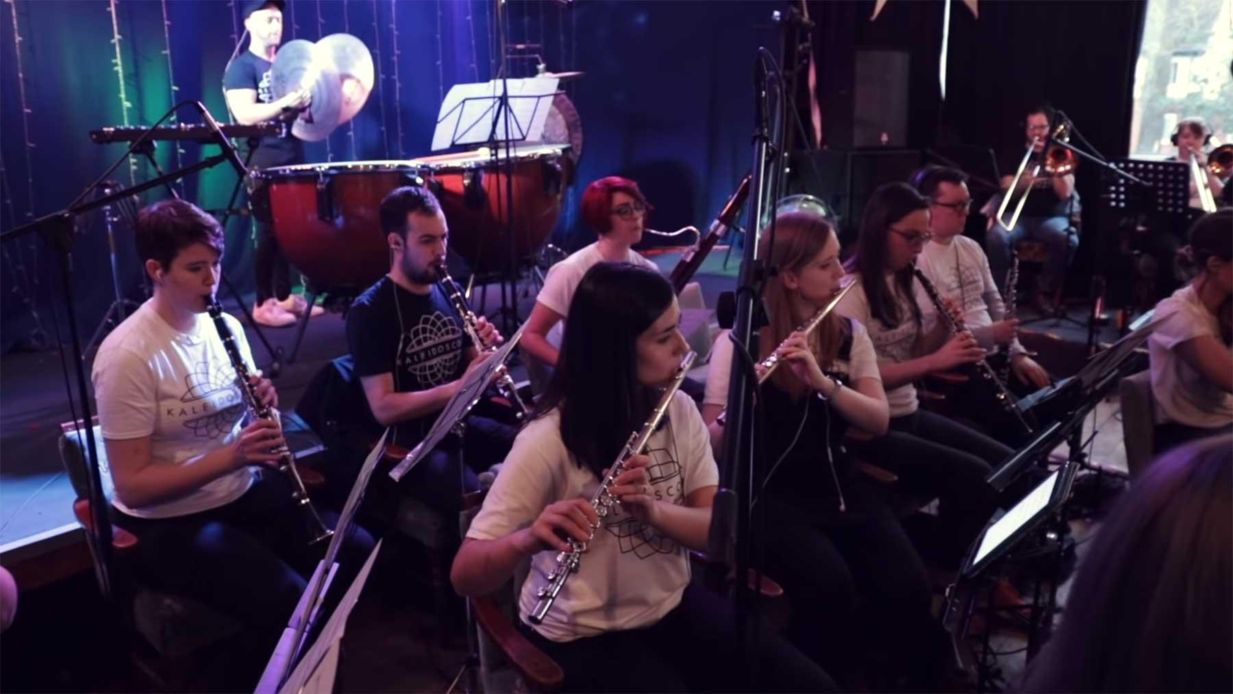 Orchester spielt Eminem-Medley