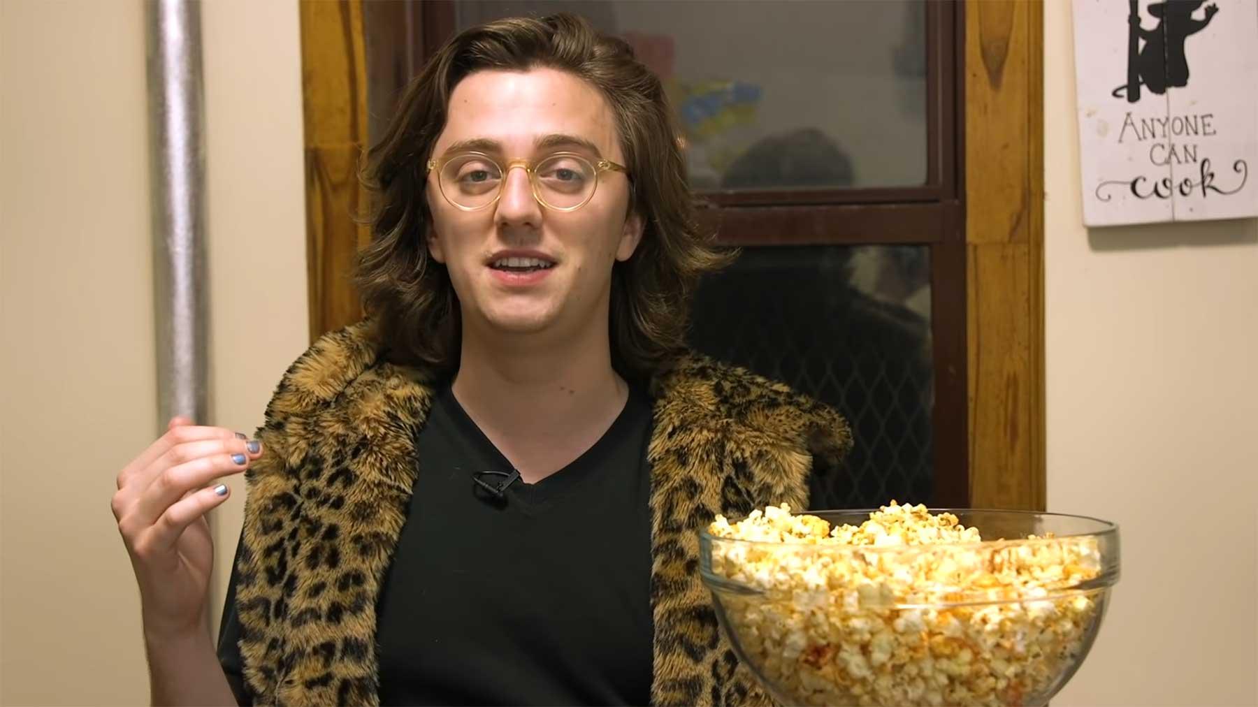 """Brian David Gilbert zeigt uns, wie man """"Pepcorn"""" macht pepcorn-kochvideo-Brian-David-Gilbert"""