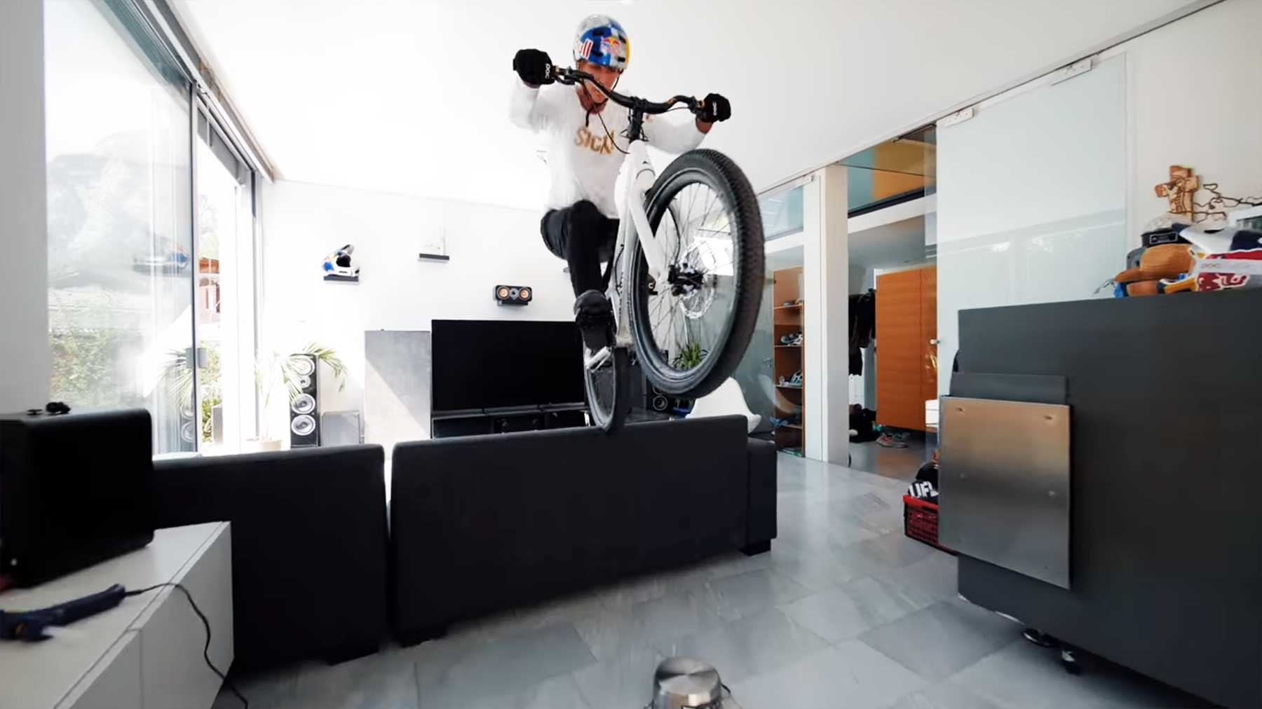 "Fabio Wibmer macht Fahrrad-Tricks im ""Home Office"" fabio-wibmer-fahrradtricks-video-home-office"