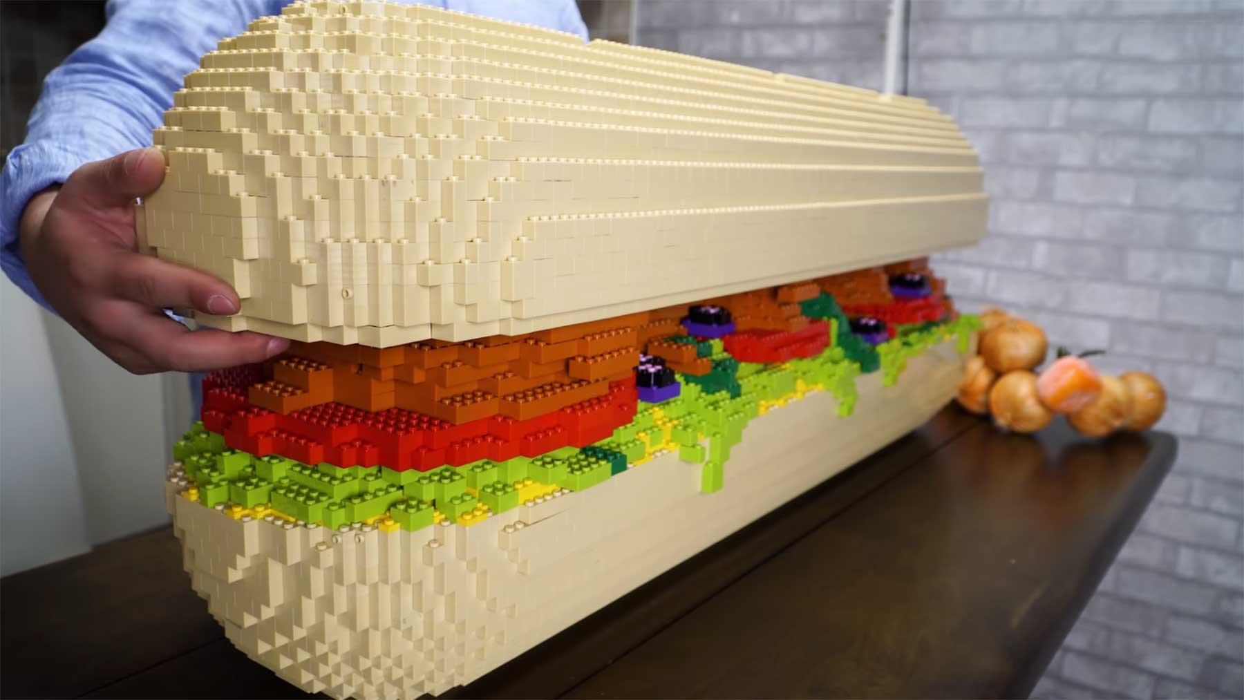 Bebop belegt ein gigantisches LEGO-Sandwich