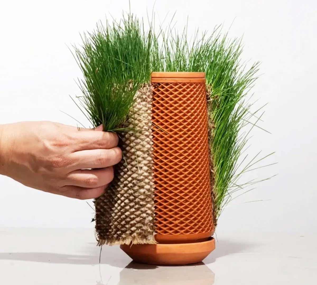 "Beim ""Terraplanter"" wachsen Pflanzen außen am Blumentopf Terraplanter_Blumentopf-smart_04"