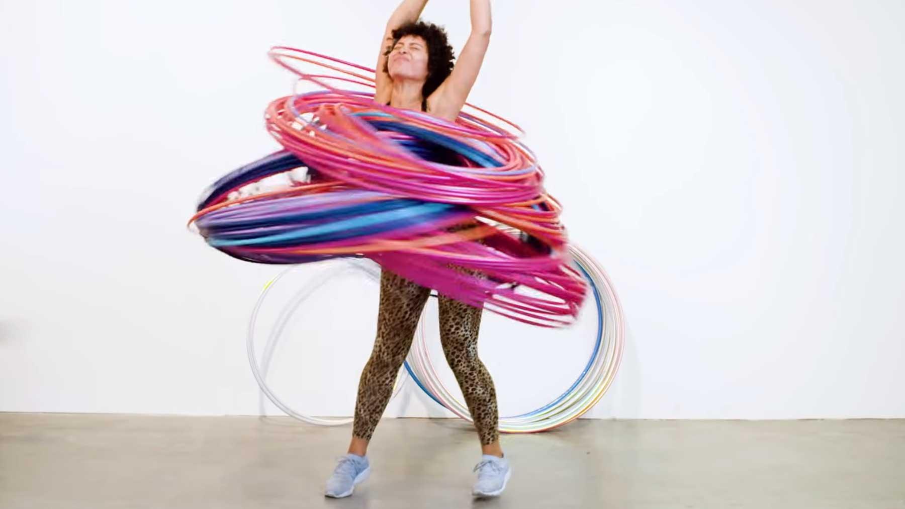 Mit 200 Hula-Hoop-Ringen tanzen