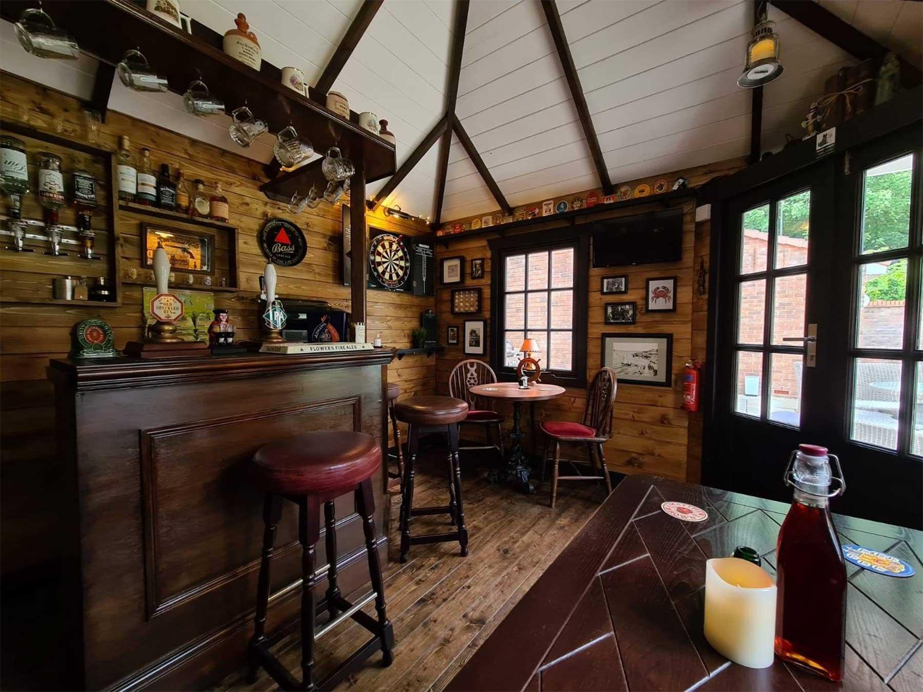 DIY-Mini-Pub im eigenen Garten gebaut the-drunken-crab-privater-pub_07