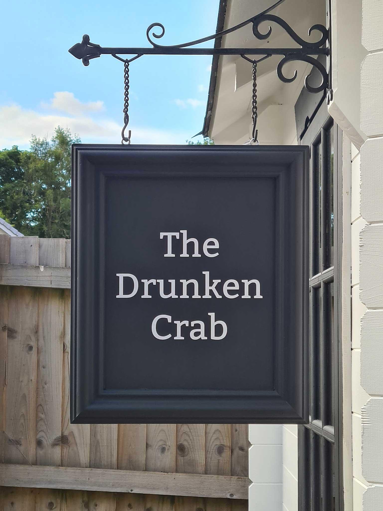 DIY-Mini-Pub im eigenen Garten gebaut the-drunken-crab-privater-pub_09