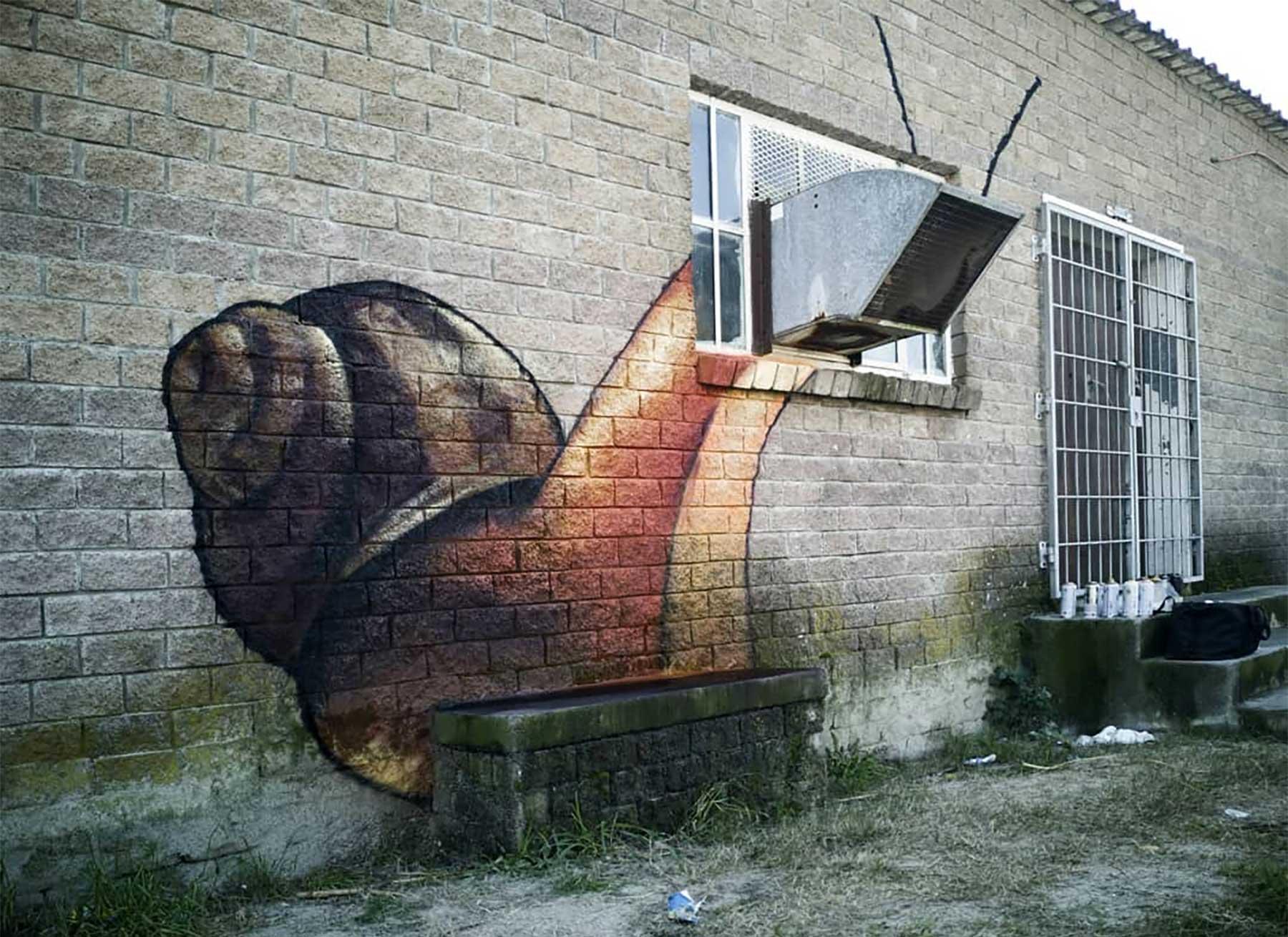 Die Street Art von Falko One bezieht die Umgebung mit ein