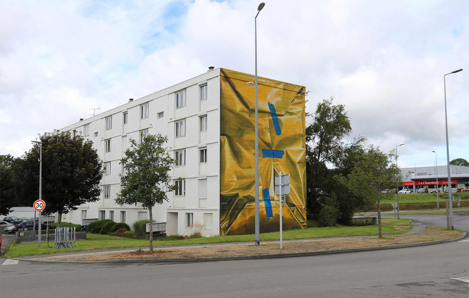 Street Artist Leon Keer packt ein Haus als Geschenk ein Leon-Keer-safe-house-geschenk-mural_03