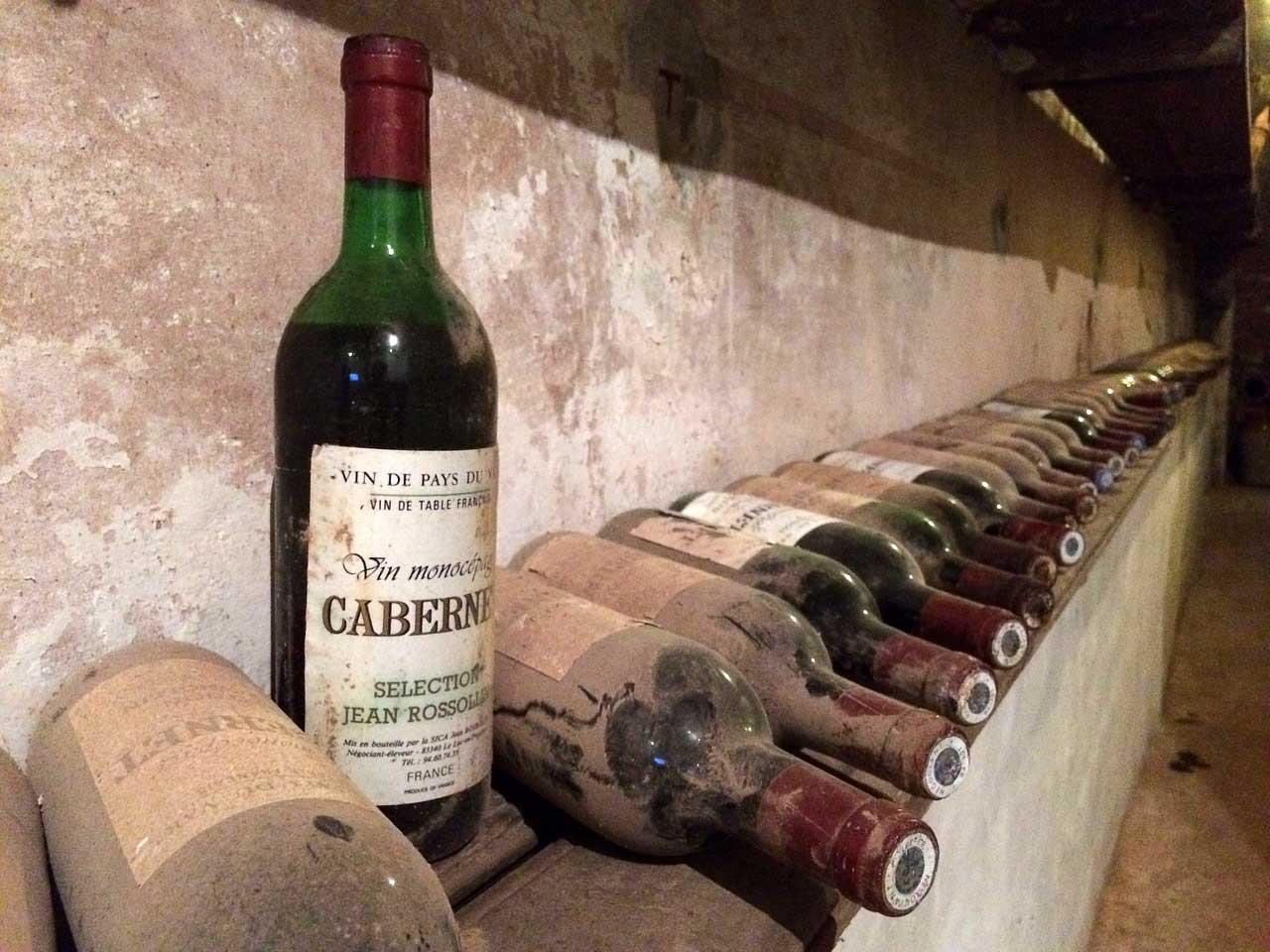 Das große Glück finden - Kurioses zum Thema reich werden Weinflasche-pixabay