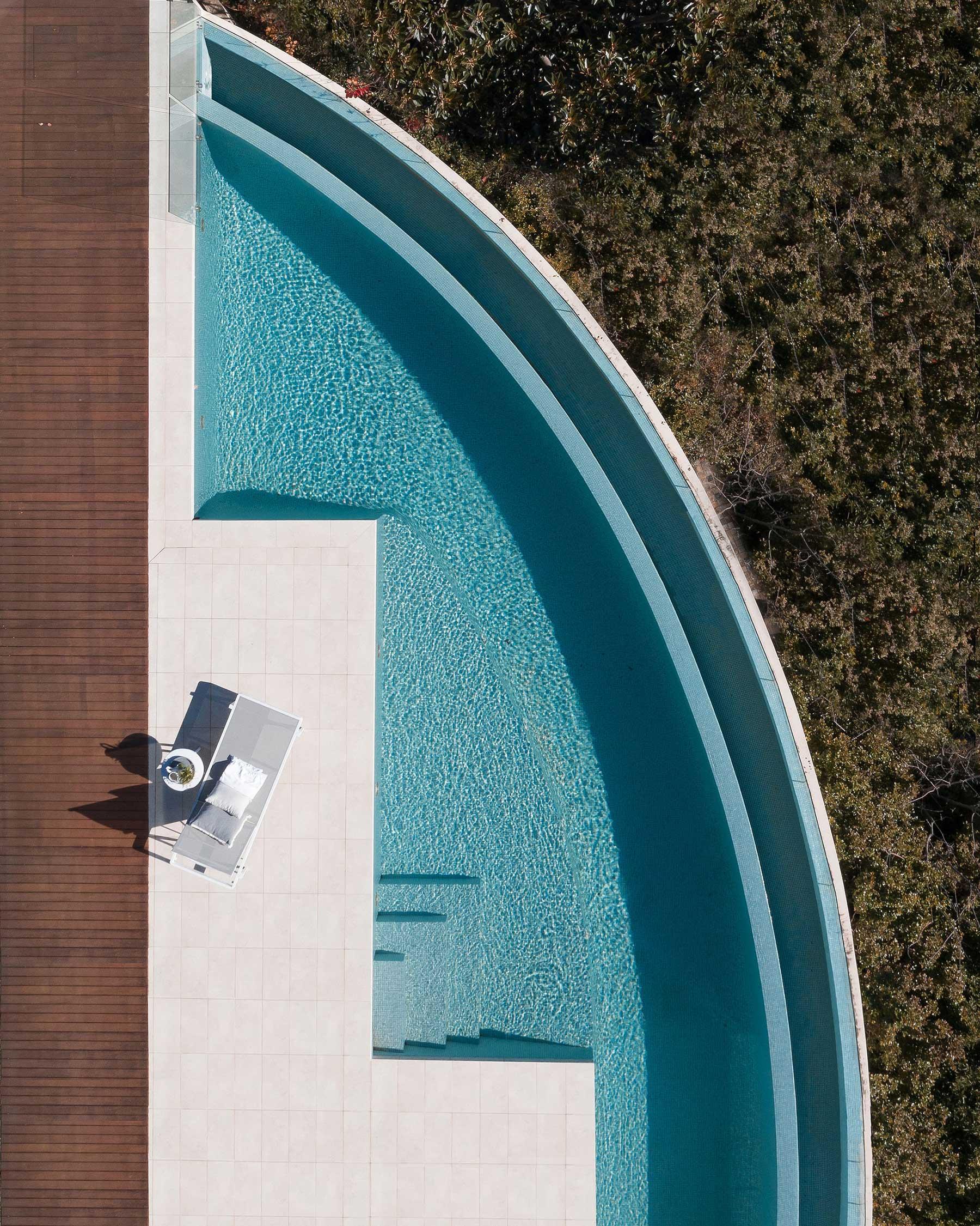 Brad Walls zeigt uns die Schönheit von Schwimmbecken Brad-Walls-Pools-From-Above_04