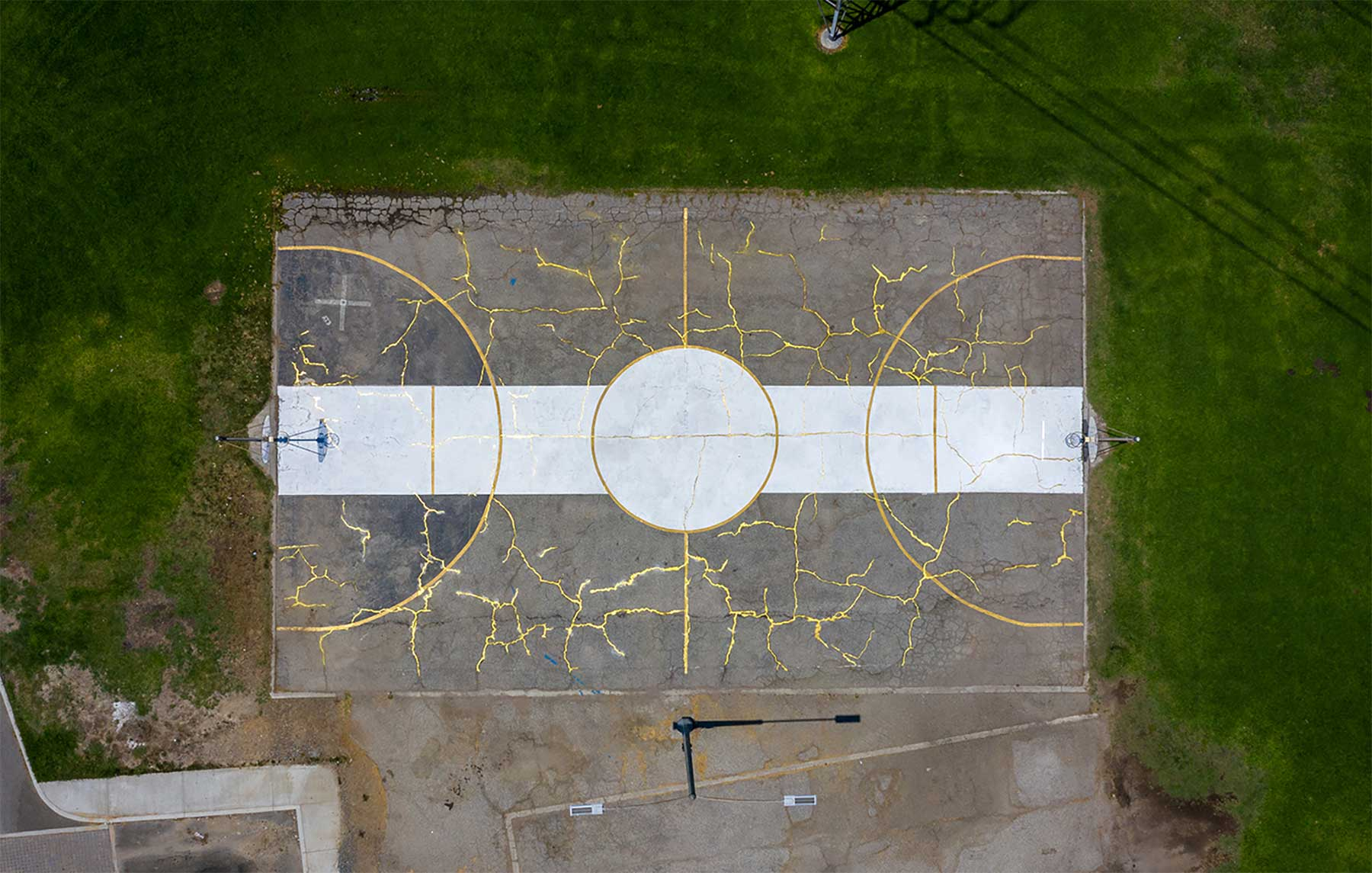Basketball-Platz im Kintsugi-Stil