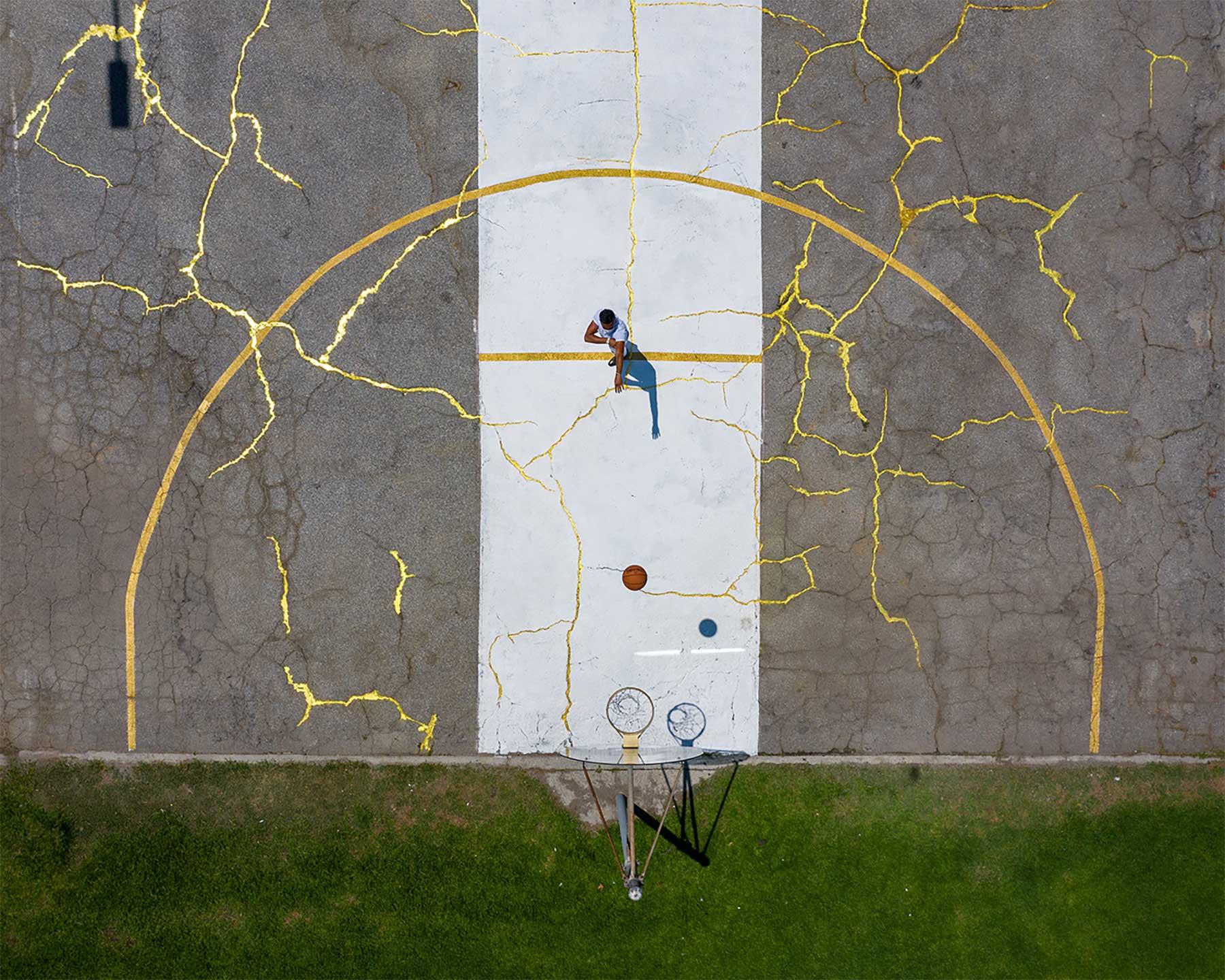 Basketball-Platz im Kintsugi-Stil Kintsugi-Basketballplatz-Victor-Solomon_06
