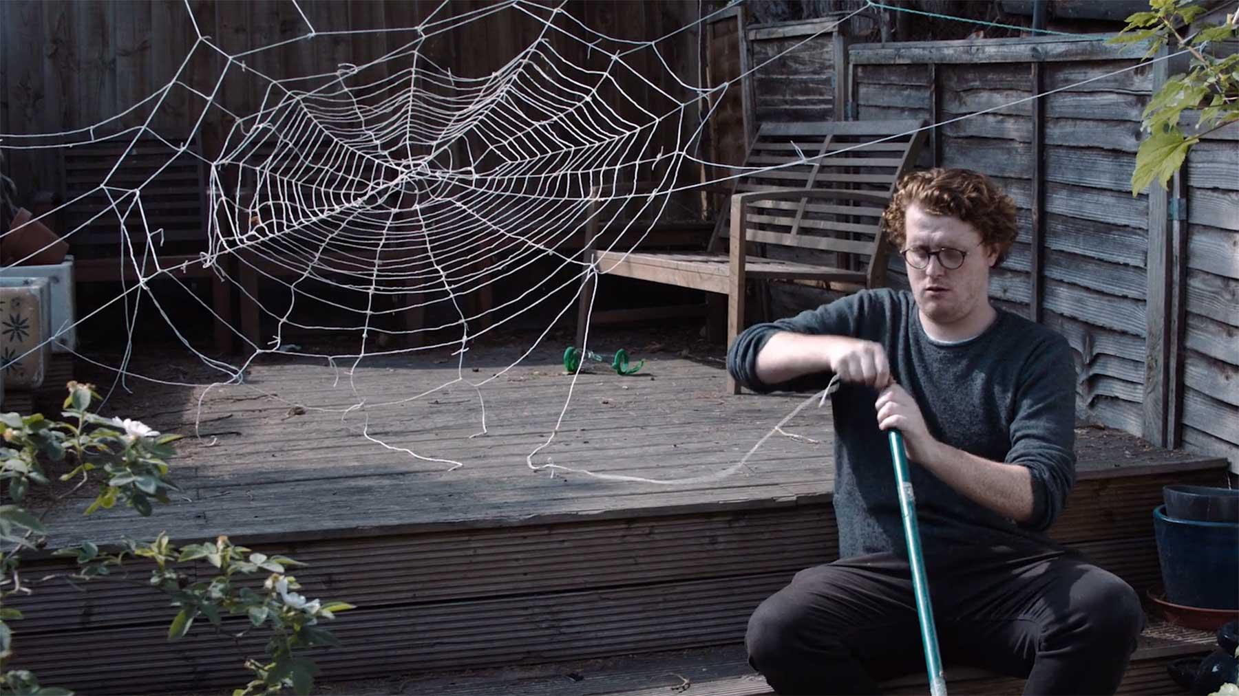"""""""Man-Spider"""" - die Mensch-gewordene Spinne Man-Spider-kurzfilm"""