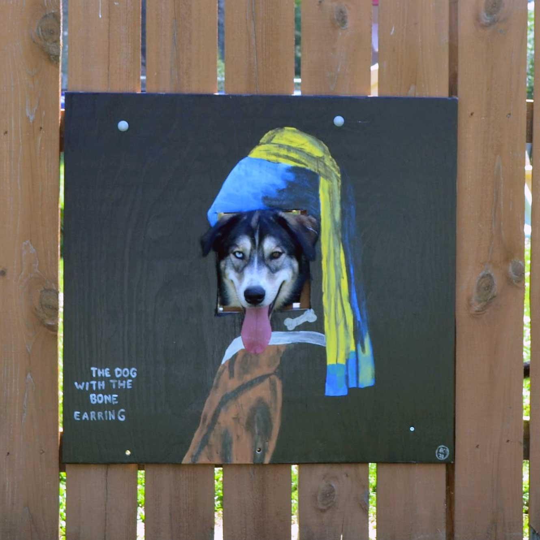 Hundeköpfe vollenden Zaunmotive The-Poland-Dog-Fence_03