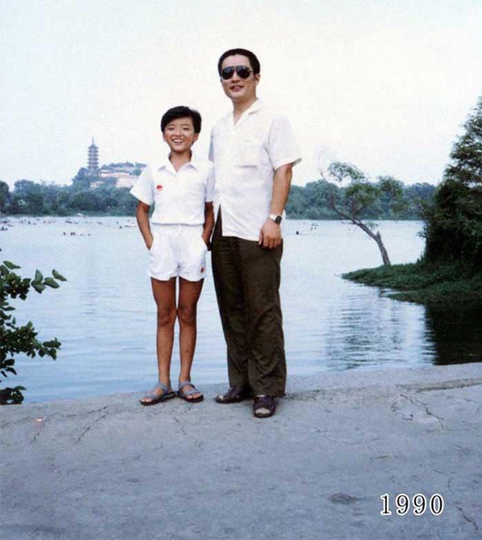 Vater und Tochter machen seit 1980 jährlich ein Foto am gleichen Ort Vater-Tochter-40-Jahre-portraits-gleicher-ort_Hua-Yunqing_11