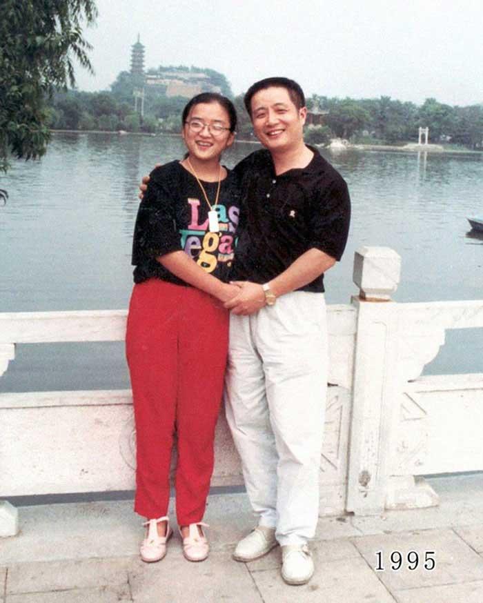 Vater und Tochter machen seit 1980 jährlich ein Foto am gleichen Ort Vater-Tochter-40-Jahre-portraits-gleicher-ort_Hua-Yunqing_16