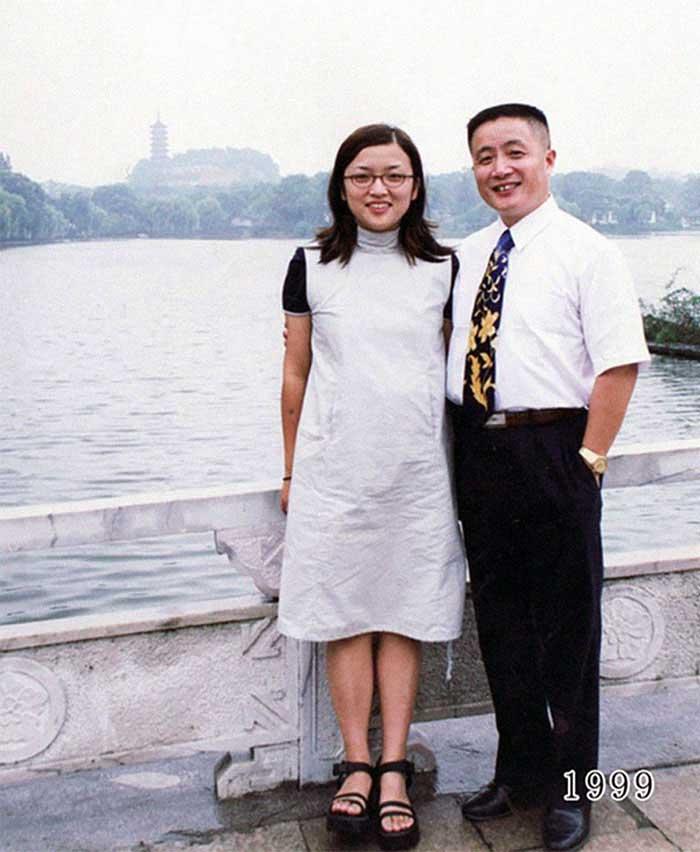 Vater und Tochter machen seit 1980 jährlich ein Foto am gleichen Ort Vater-Tochter-40-Jahre-portraits-gleicher-ort_Hua-Yunqing_19