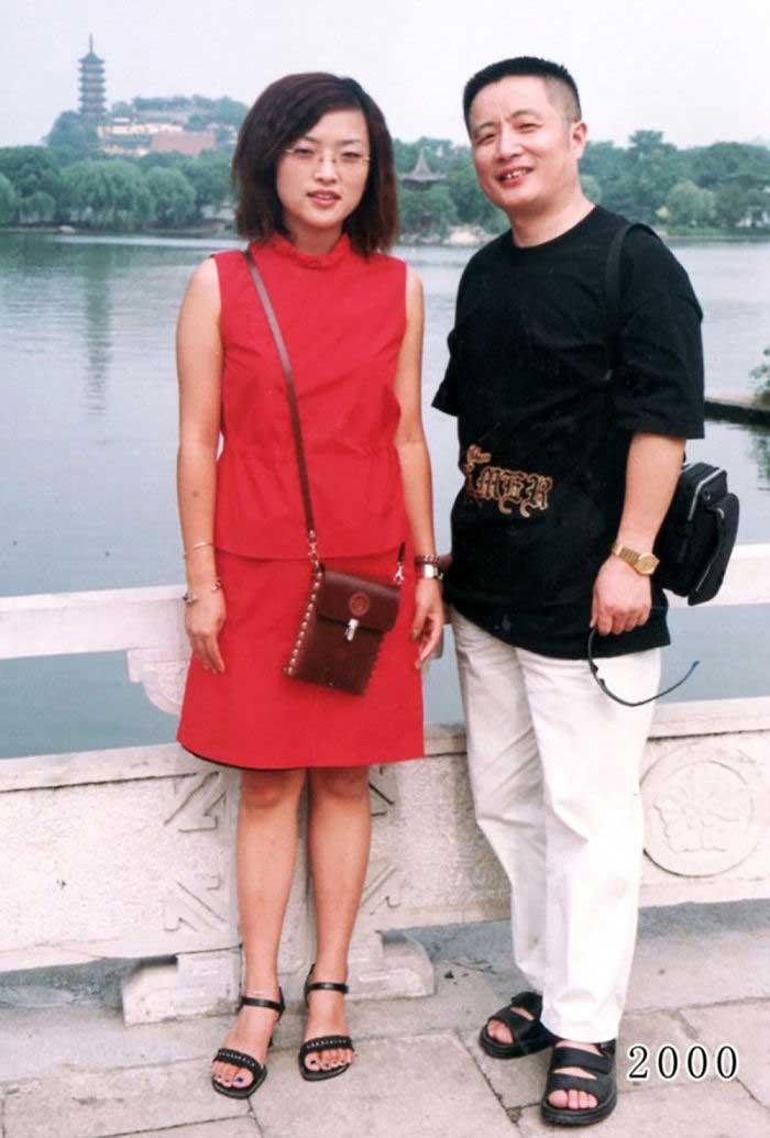 Vater und Tochter machen seit 1980 jährlich ein Foto am gleichen Ort Vater-Tochter-40-Jahre-portraits-gleicher-ort_Hua-Yunqing_20