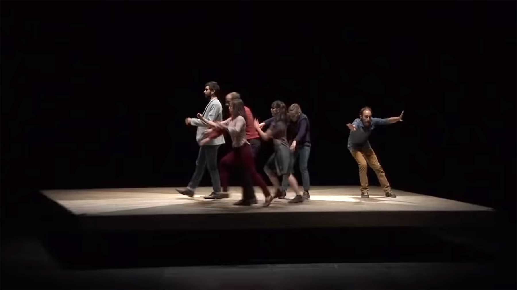 Choreographie auf Drehscheibe Yoann-Bourgeois-CCN2-Celui-qui-tombe