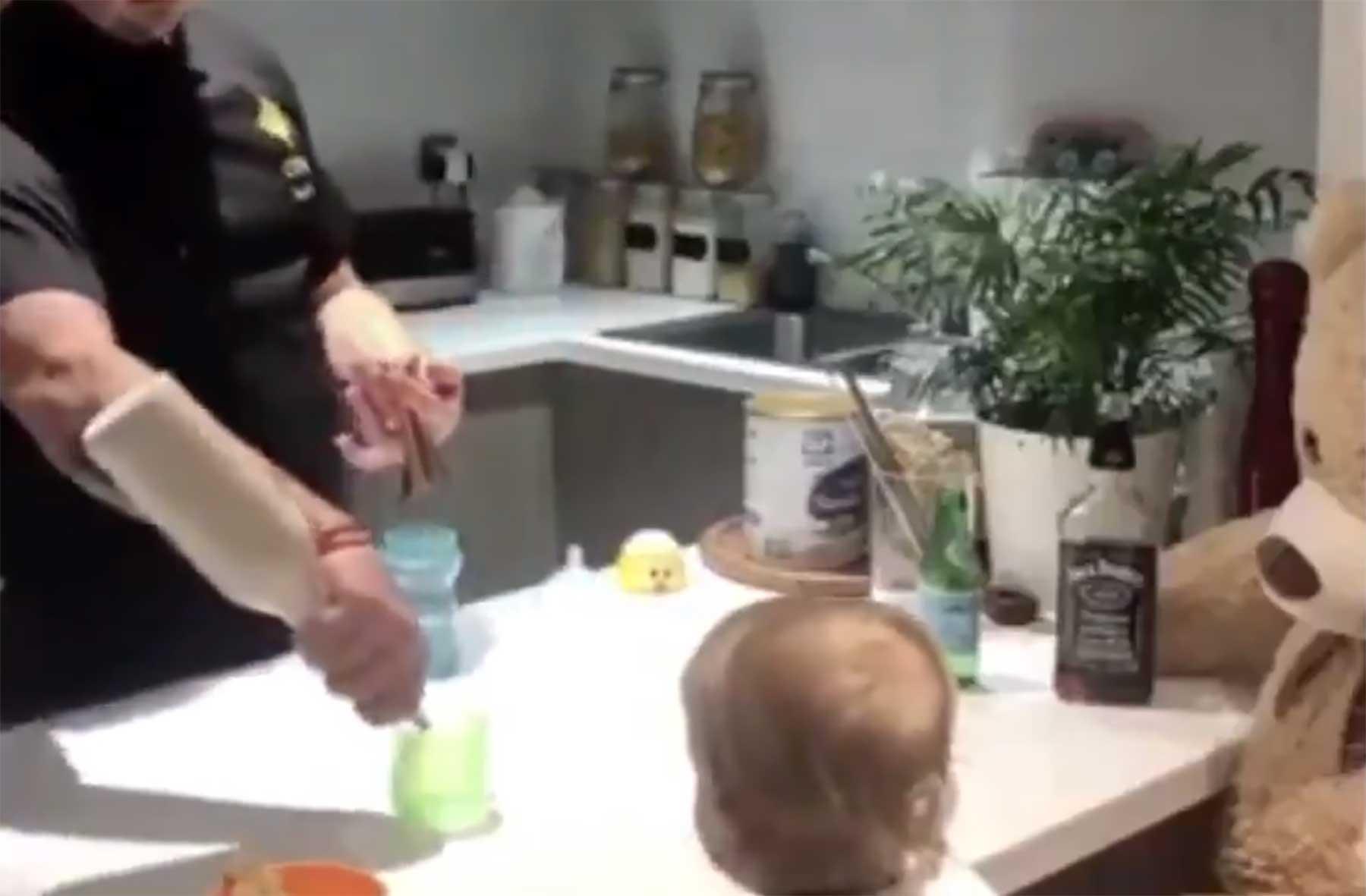 Wenn Barkeeper-Papa dein Fläschchen mixt