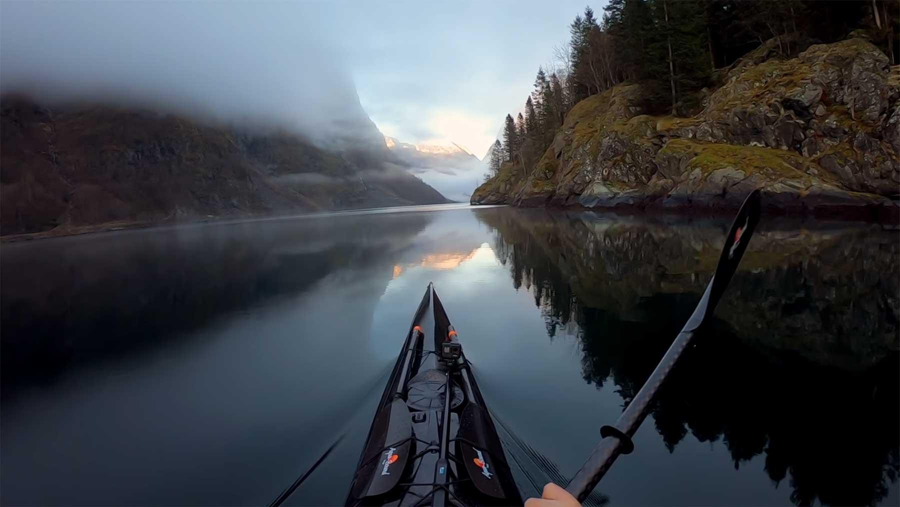 Eine Minute Kajakfahren in Norwegen