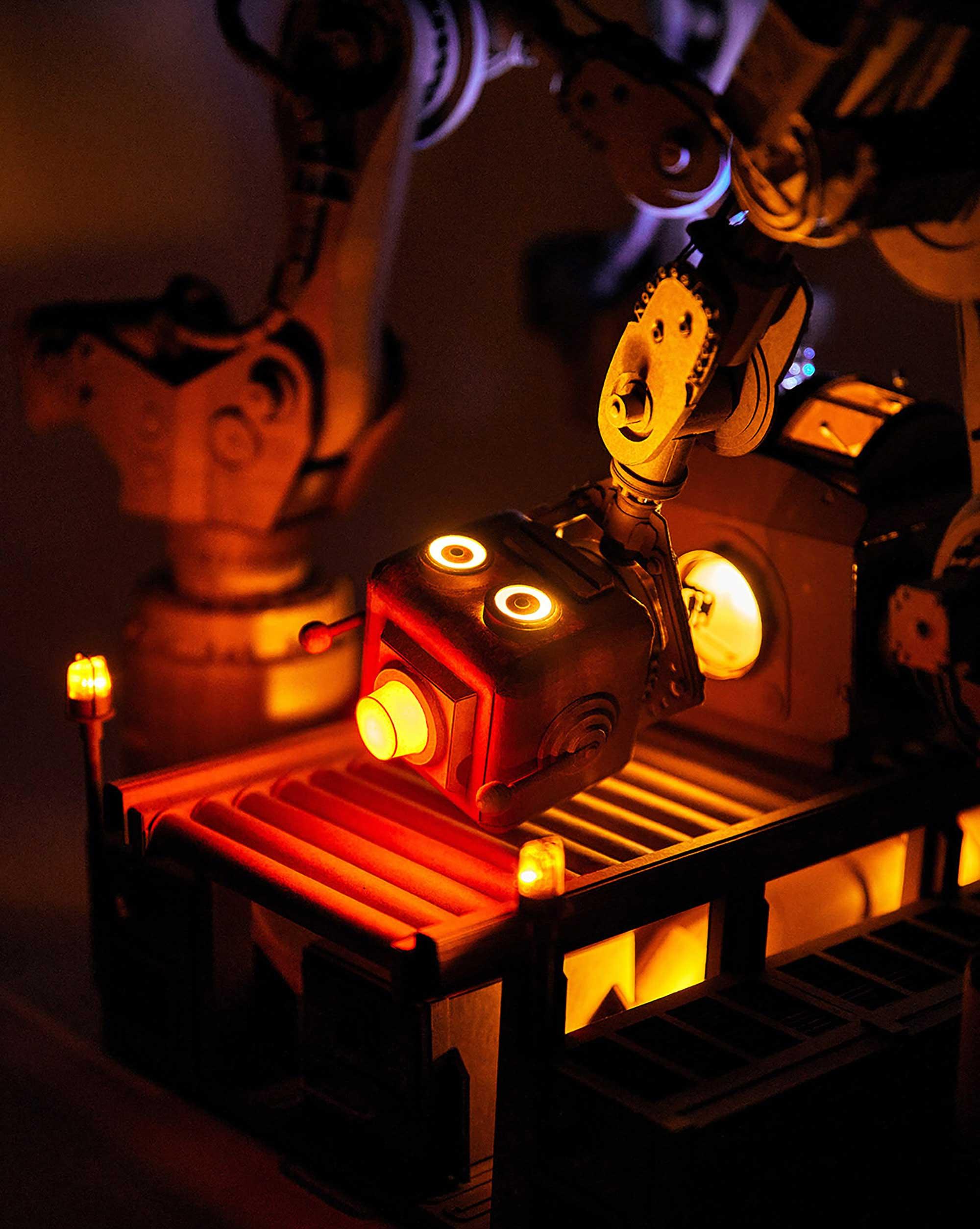 Neue Papp-Roboter von Greg Olijnyk Greg-Olijnyk-2020_04