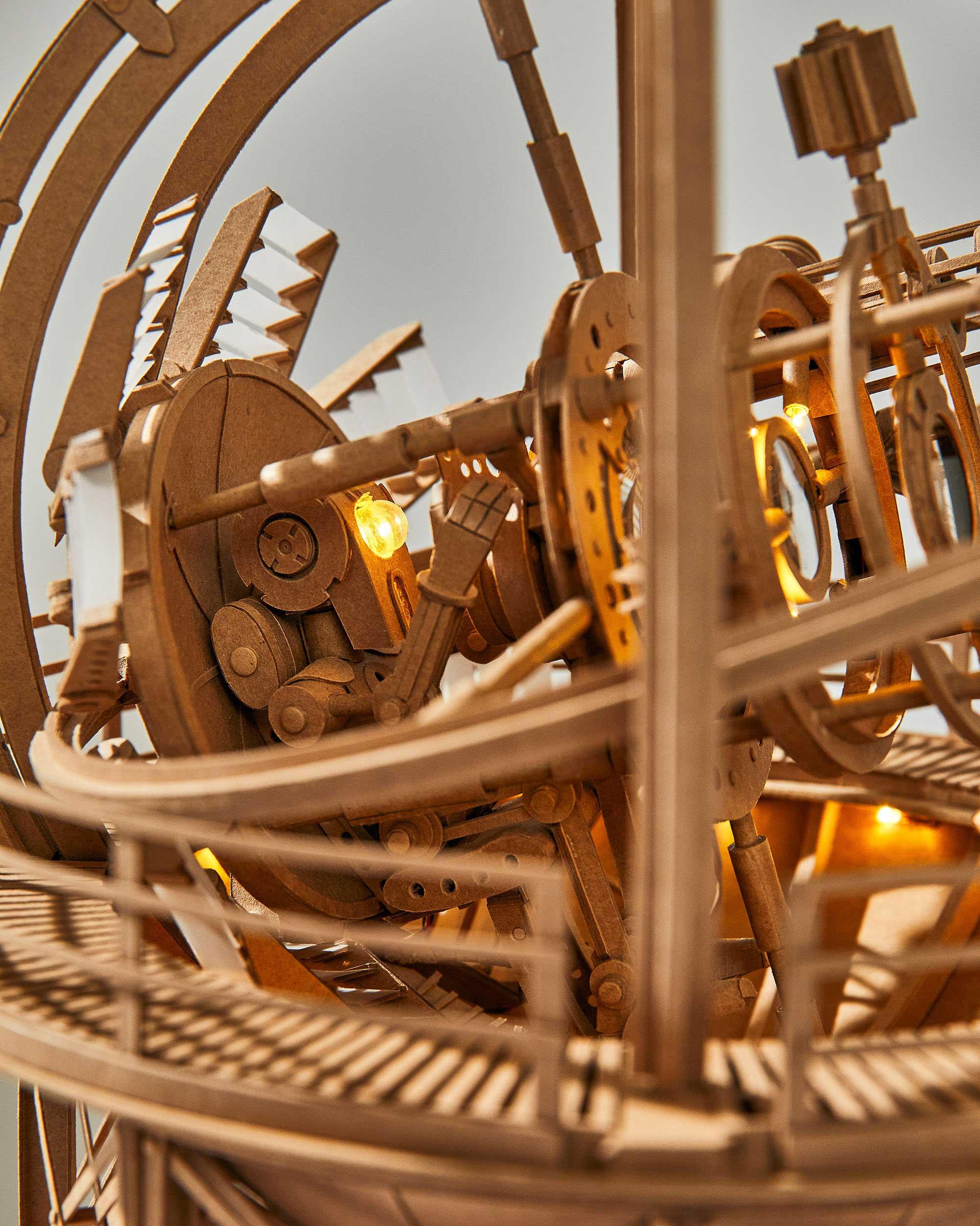 Neue Papp-Roboter von Greg Olijnyk Greg-Olijnyk-2020_06