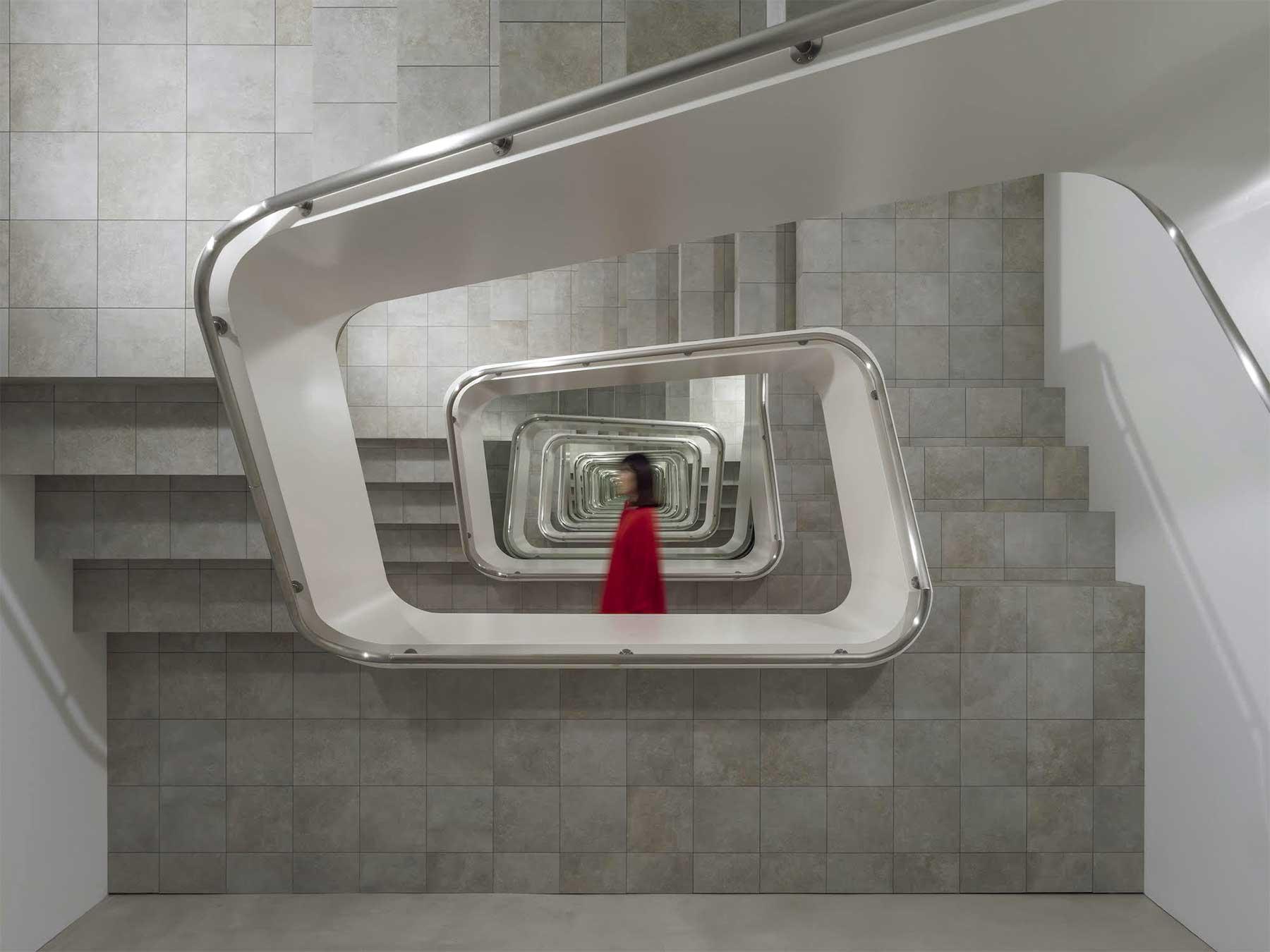 Unendliche Treppenschnecke von Leandro Erlich Leandro-Erlich-staircase_01
