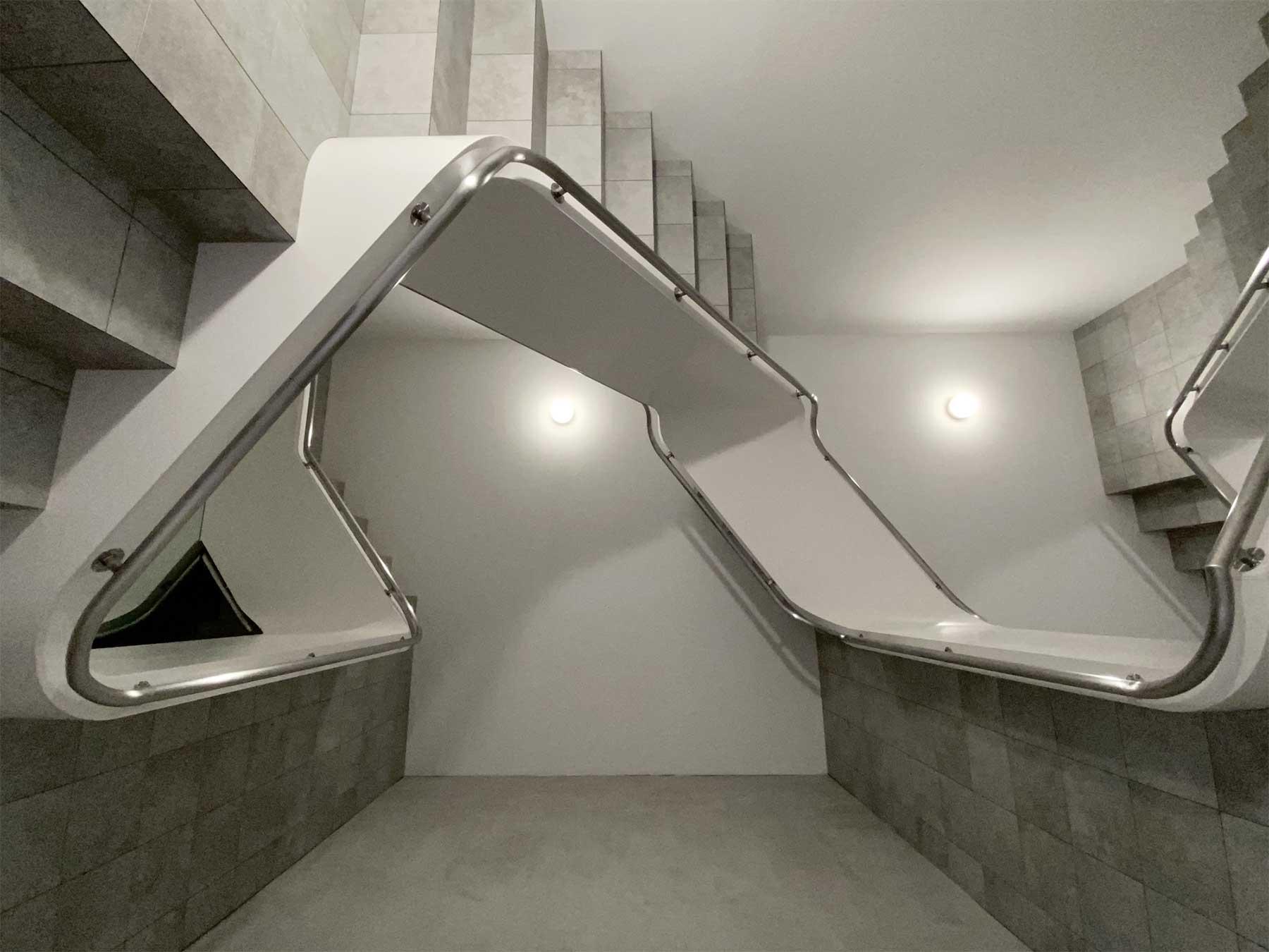 Unendliche Treppenschnecke von Leandro Erlich Leandro-Erlich-staircase_02