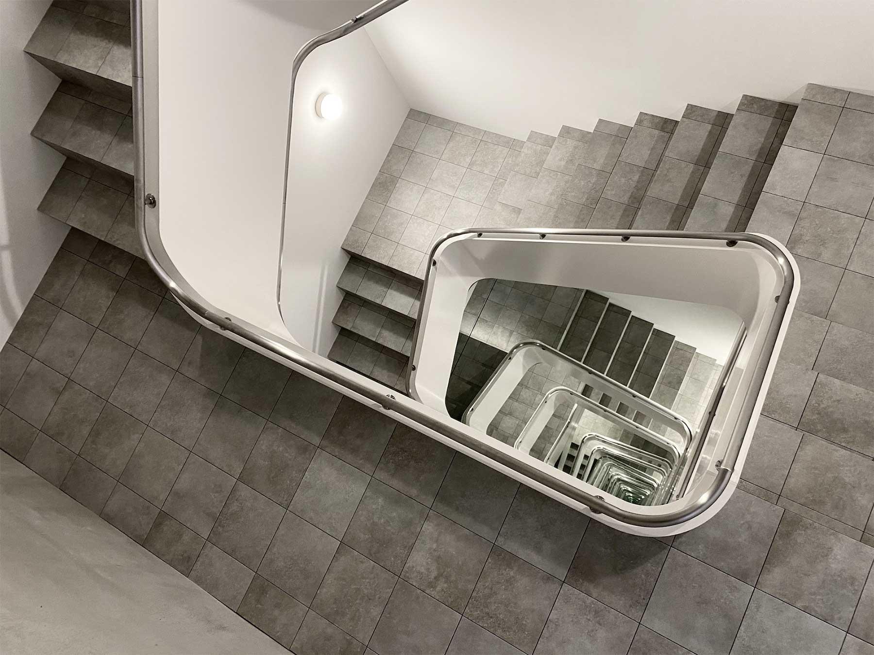 Unendliche Treppenschnecke von Leandro Erlich Leandro-Erlich-staircase_03