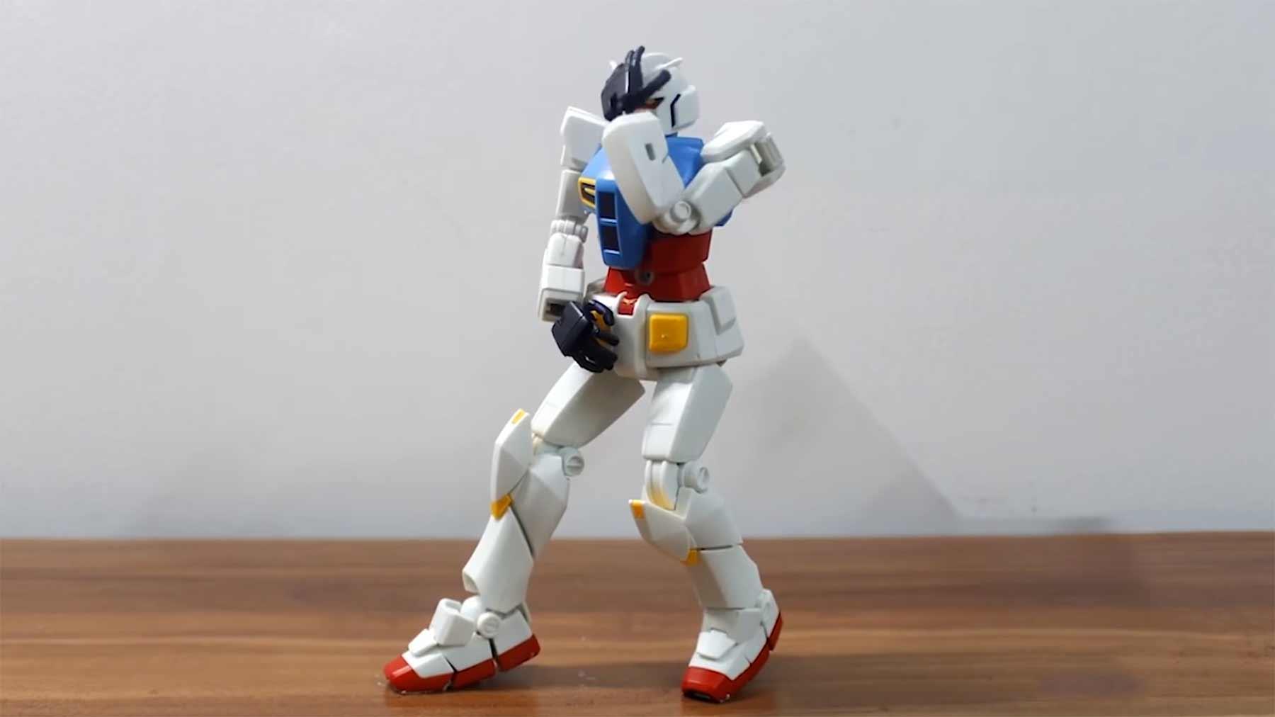 Gundam-Roboter tanzt Michael-Jackson-Moves