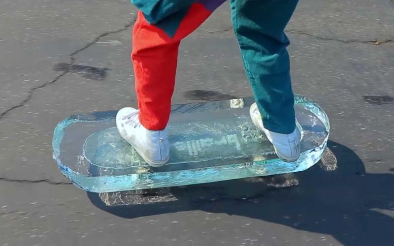 Skateboard aus Eis