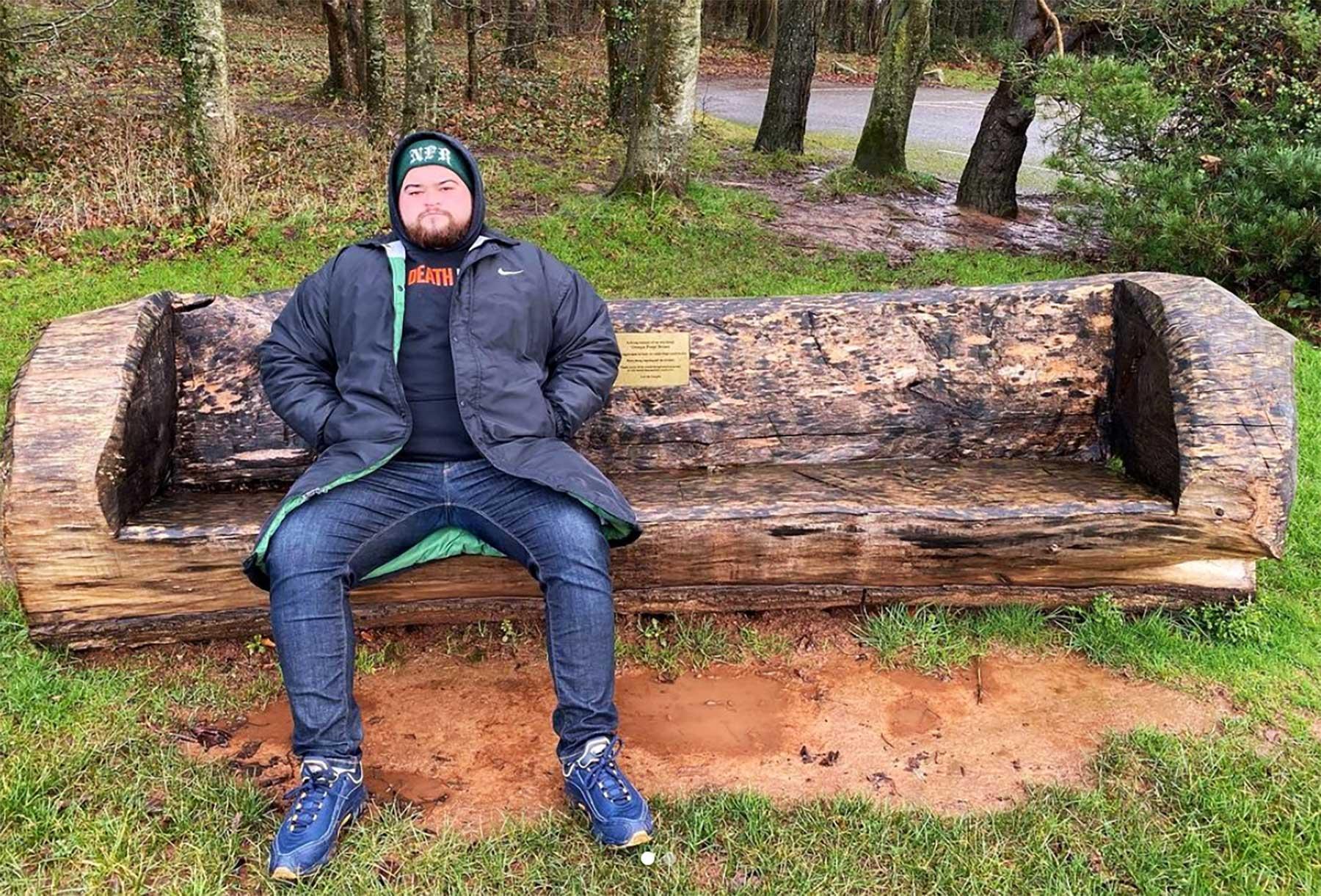 Samuel Wilmot bewertet alle Bänke, auf denen er sitzen kann