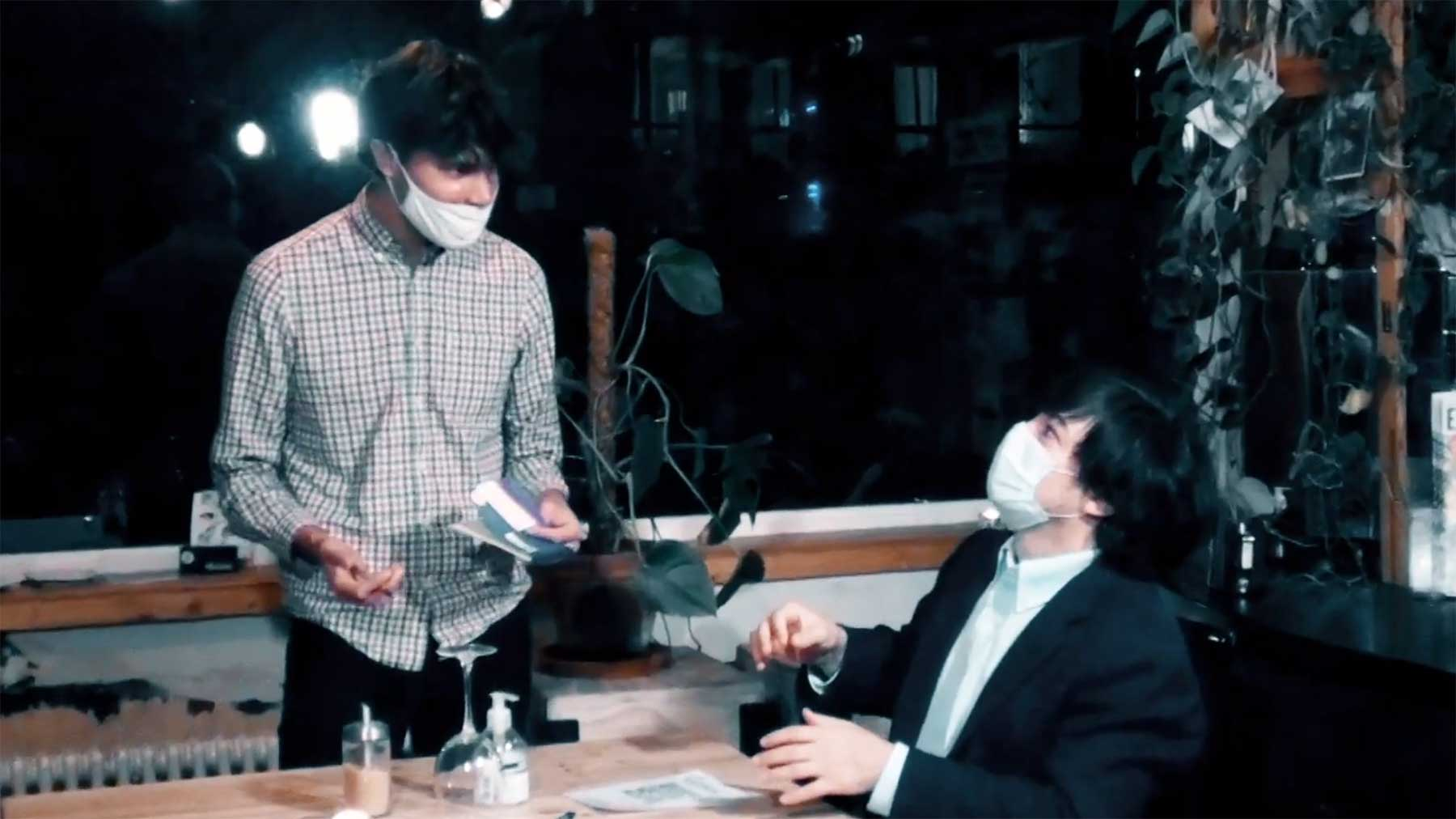 Horror in 2020 ist, wenn jemand seine Maske nicht (richtig) trägt... The-Mask-a-scary-Covid-short-parodie-kurzfilm