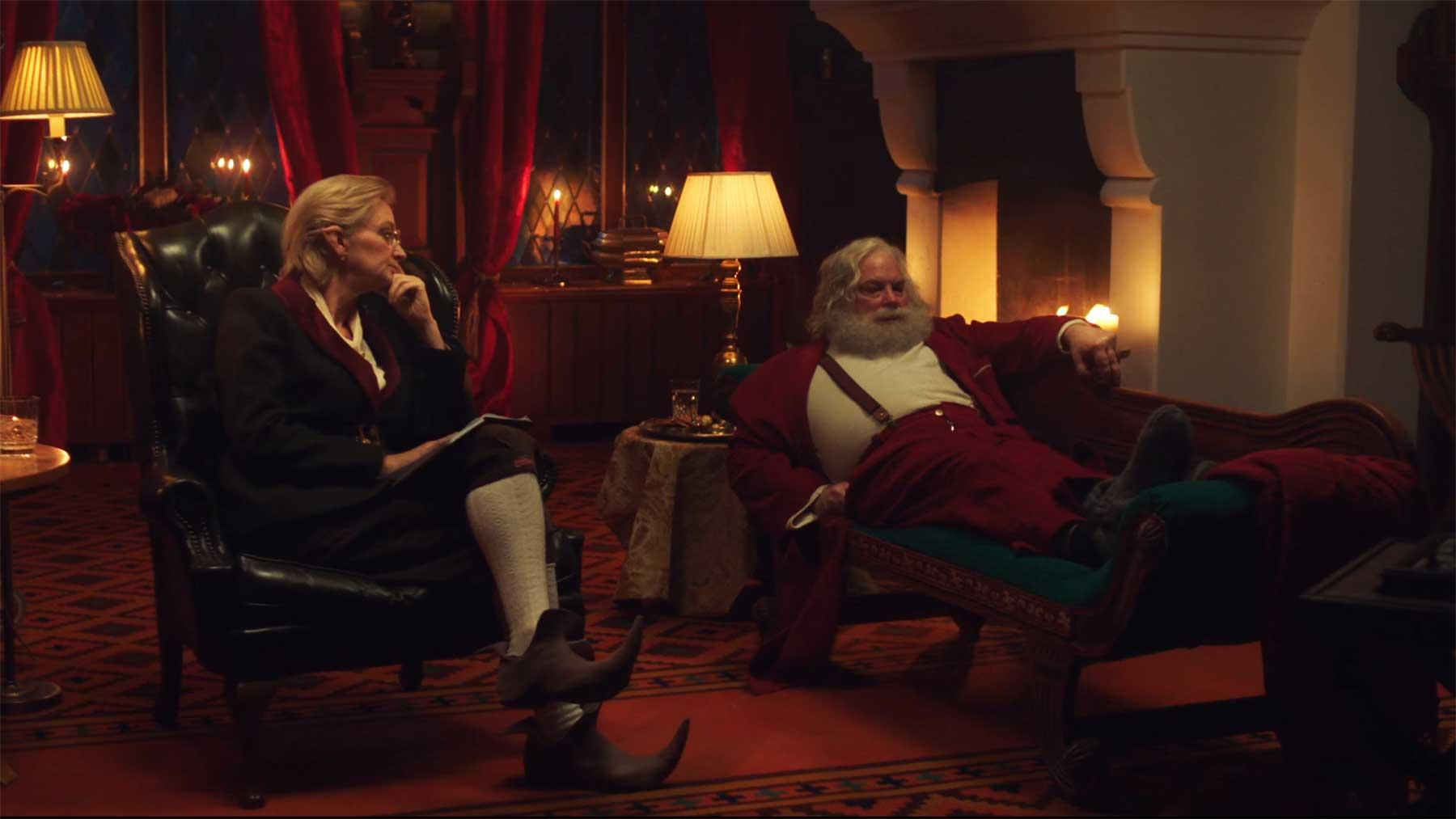 Hadernder alter weißer Weihnachtsmann