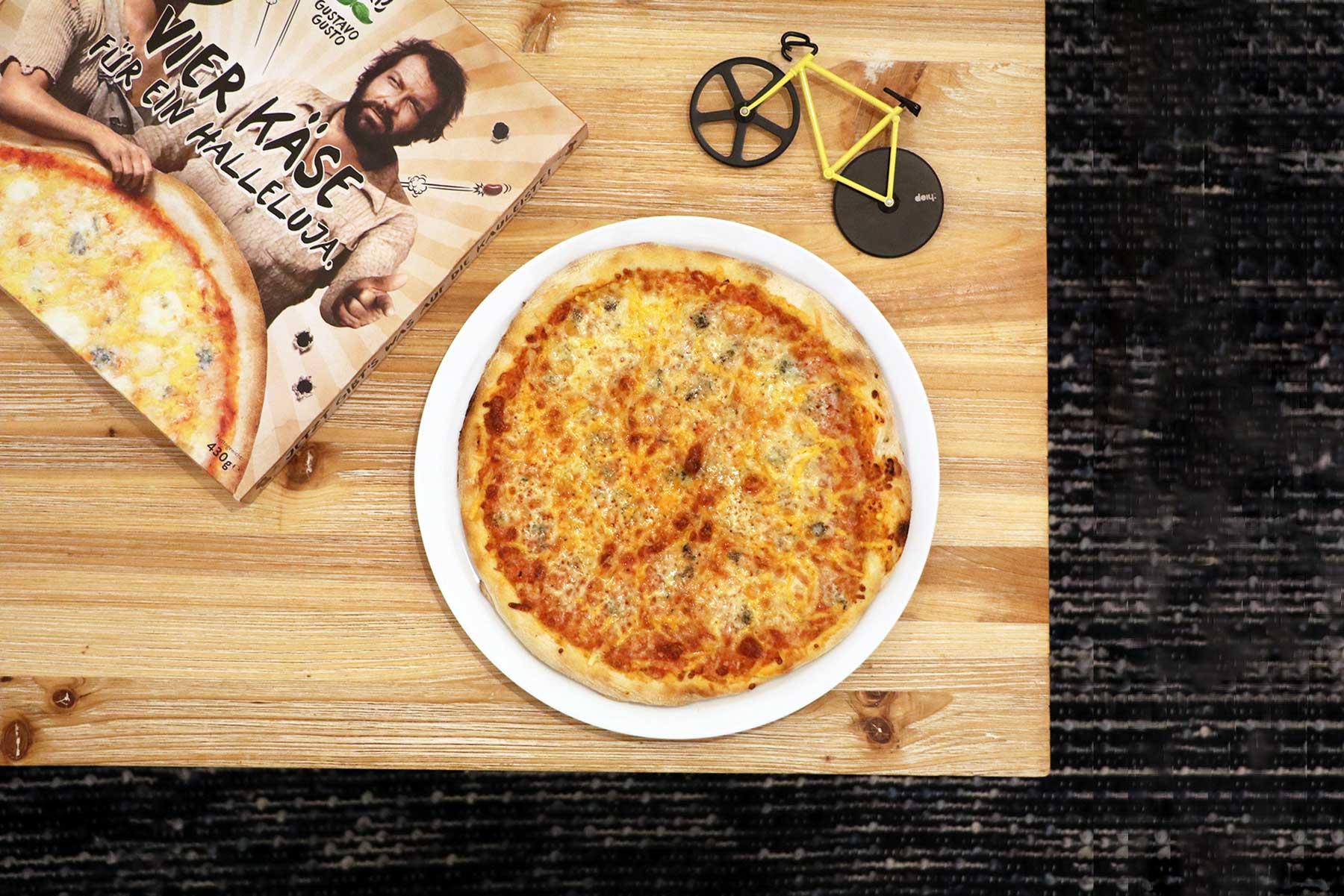 """""""Vier Käse für ein Halleluja."""" - Bud Spencer & Terence Hill Pizza von Gustavo Gusto im Test Gustavo-Gusto-4-Kaese-fuer-ein-Halleluja-Pizza-Test_06"""
