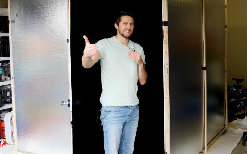 Komplettes Zimmer mit der schwärzesten Farbe der Welt streichen