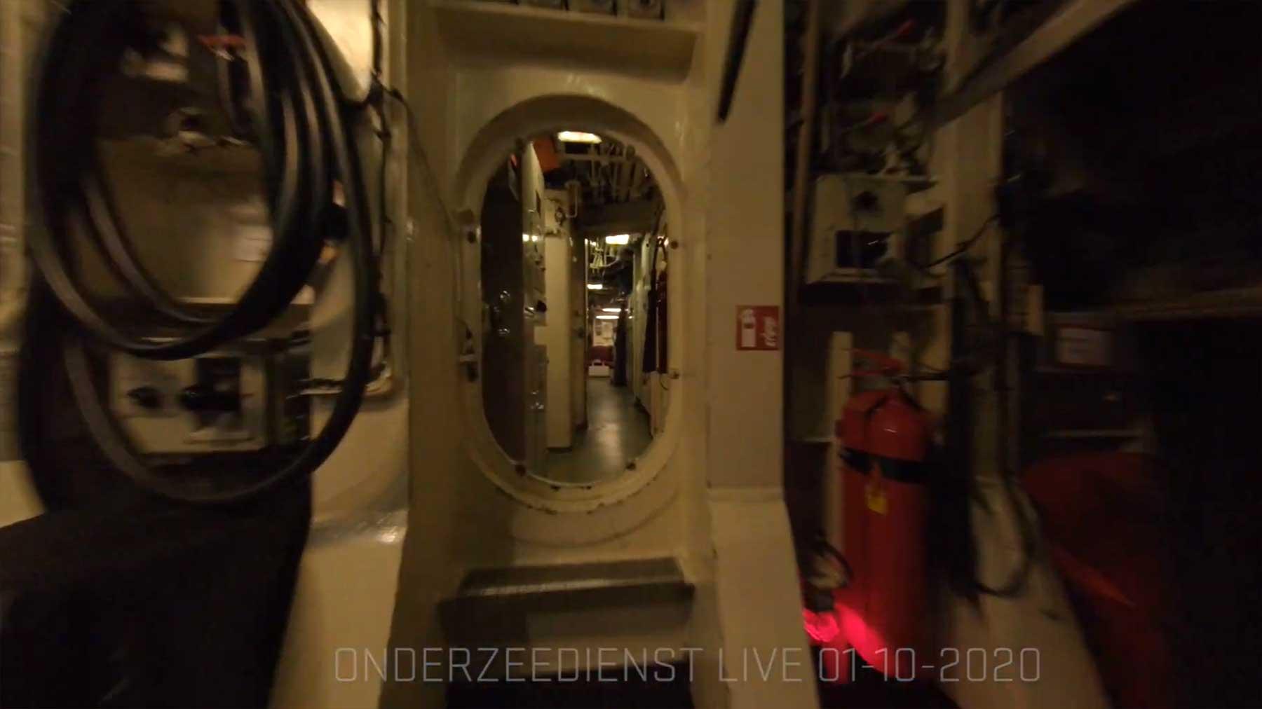 POV: Mit der Drohne durch ein U-Boot fliegen mit-drohne-durch-uboot-fliegen