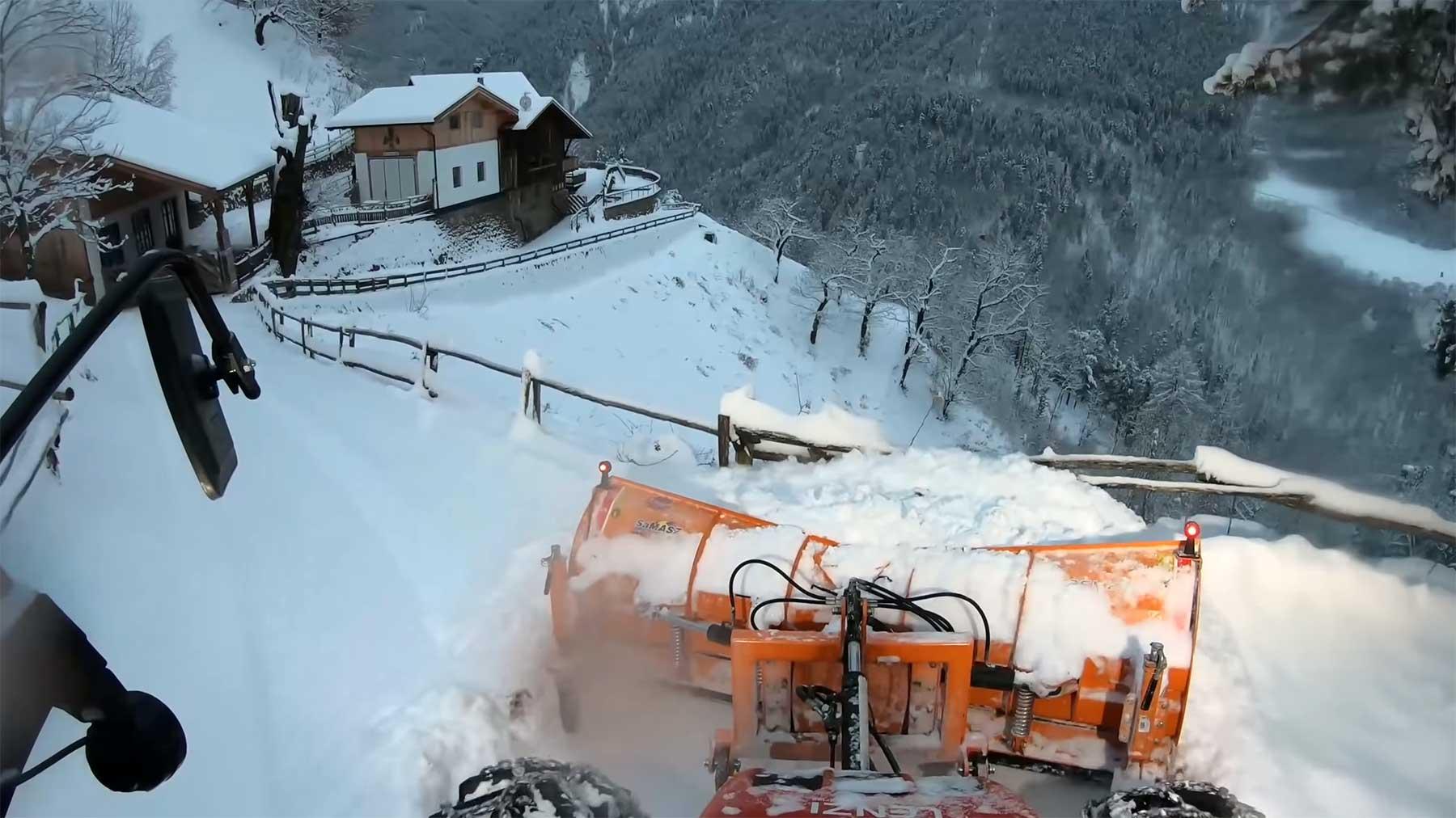 POV-Mitfahrt auf dem Schneeräumer durch die Südtiroler Alpen