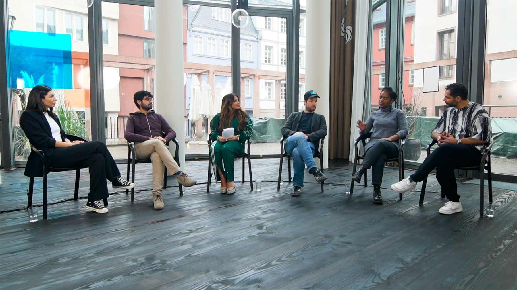 Die beste Instanz: Enissa Amani & Gäste im Talk über Diskriminierung