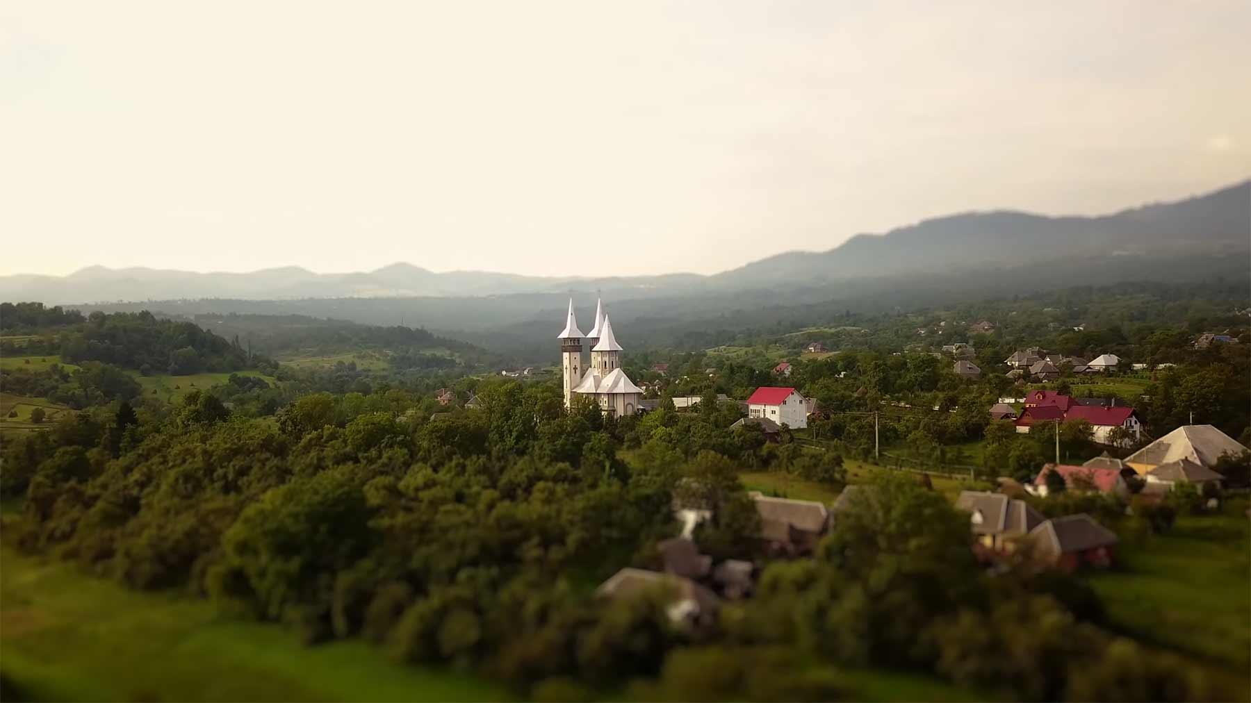 "Tilt-Shift-Reisevideo: ""Romania Road Trip"" Romania-Road-Trip-4K-littlebigworld"