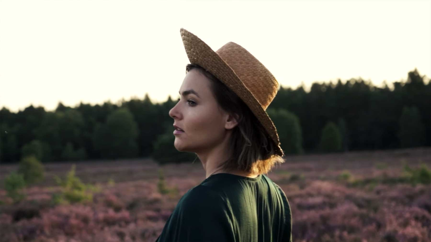 "Musikvideo: Emma Longard – ""Quieter"""