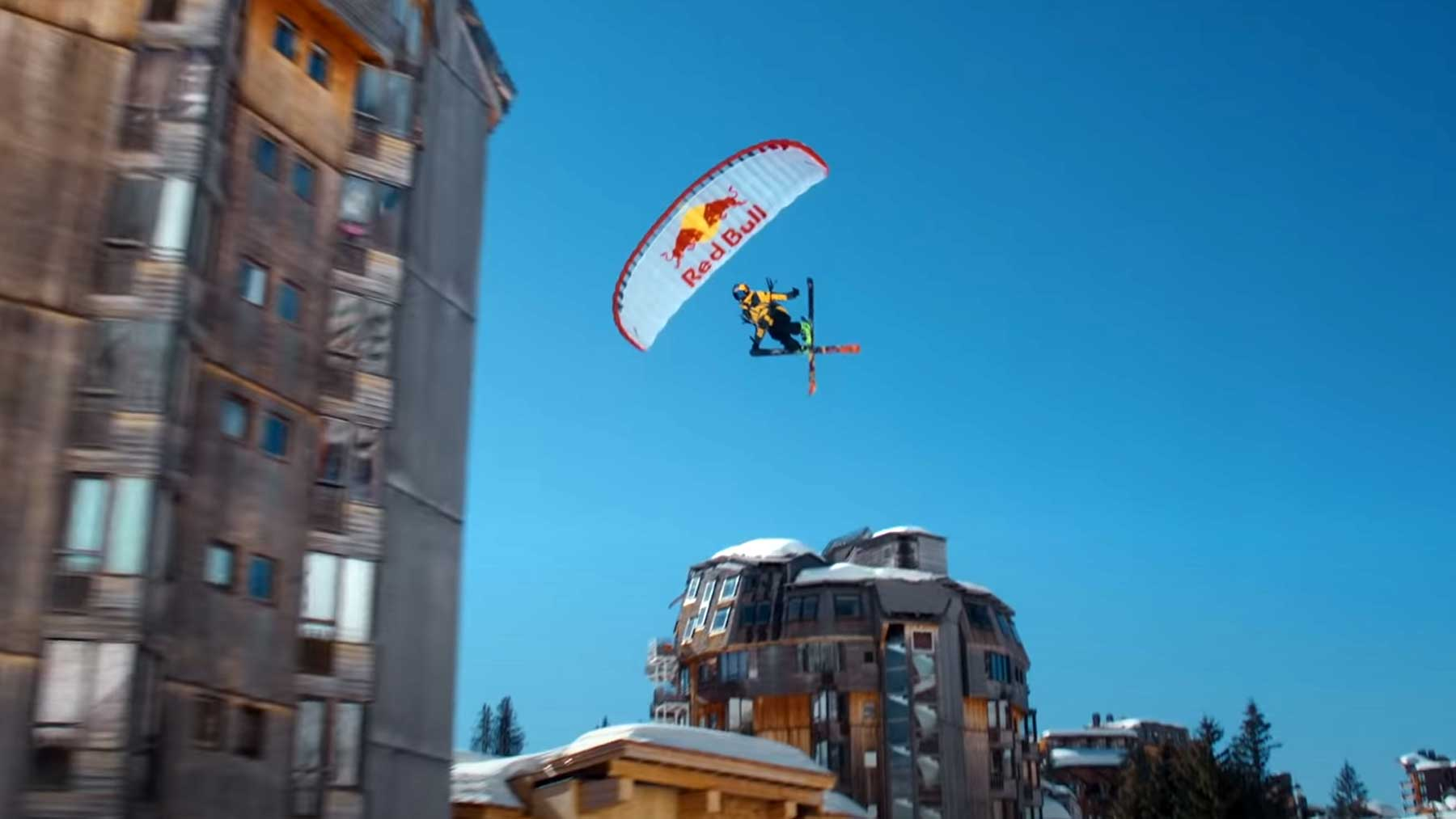 Valentin Delluc fliegt Ski Speedriding-Through-An-Alpine-Resort-From-Avoriaz-With-Love