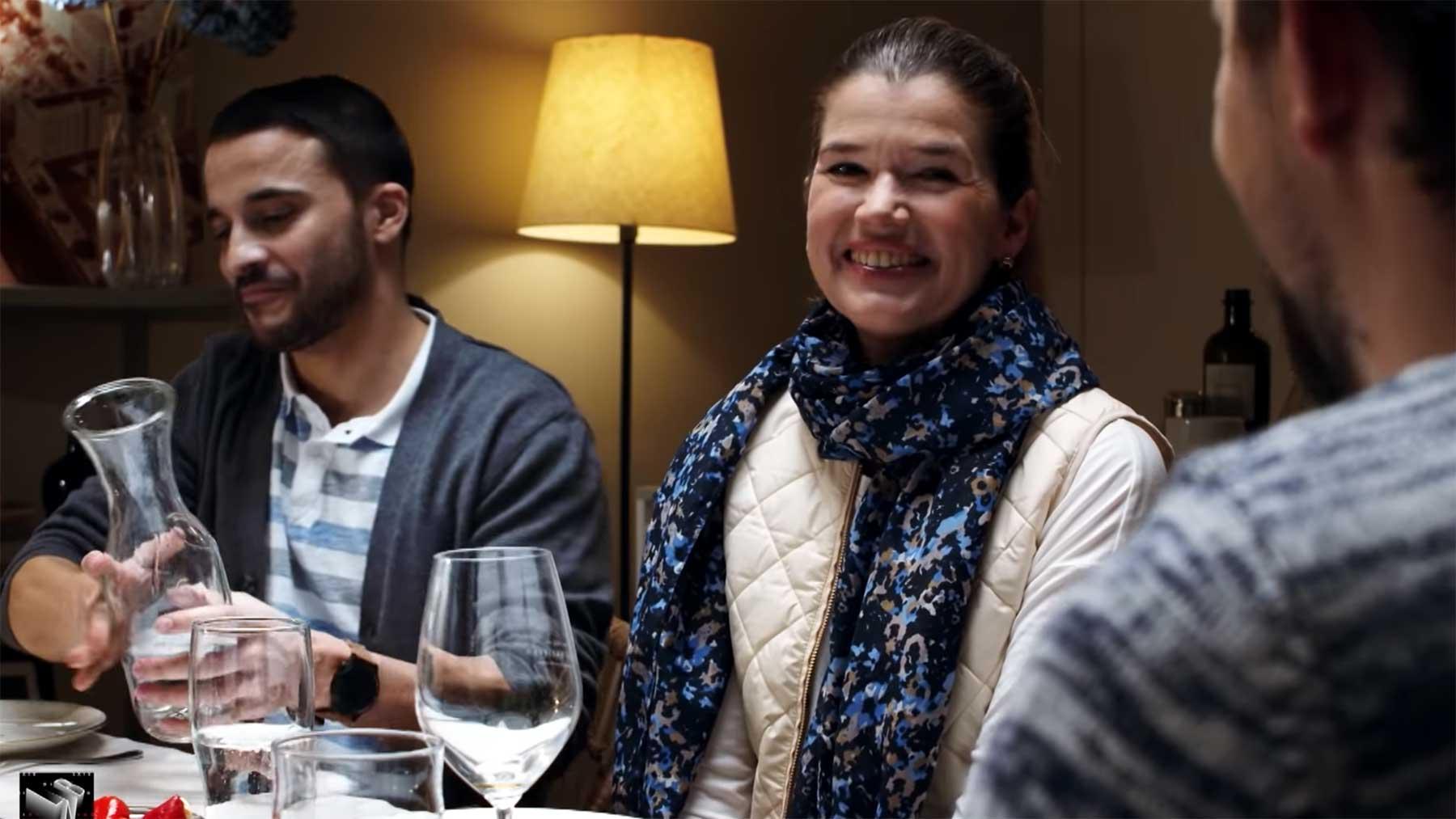 Klaas, Anke Engelke & Kostja Ullmann beim deutschen Klischee-Abendessen