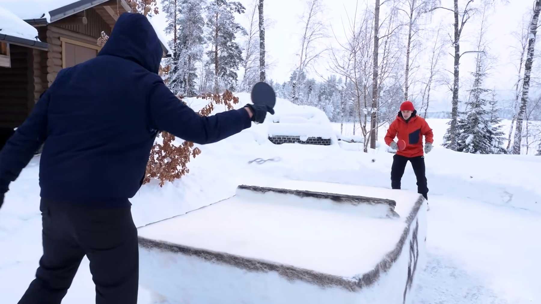 Tischtennis auf Schneeplatte und mit Eisschläger