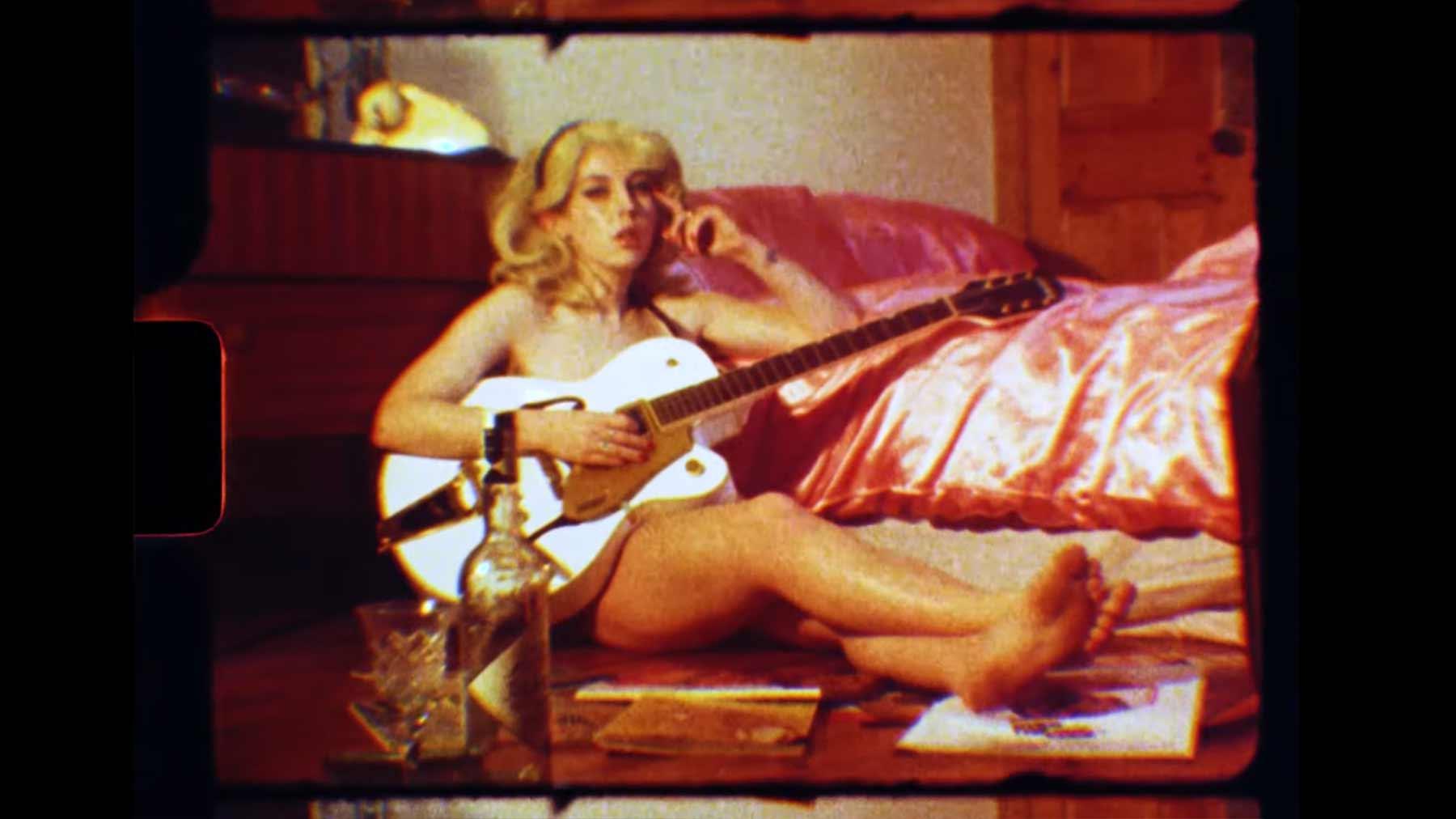 "Musikvideo: Black Honey - ""Back Of The Bar"" Black-Honey-Back-of-the-bar-Musikvideo"