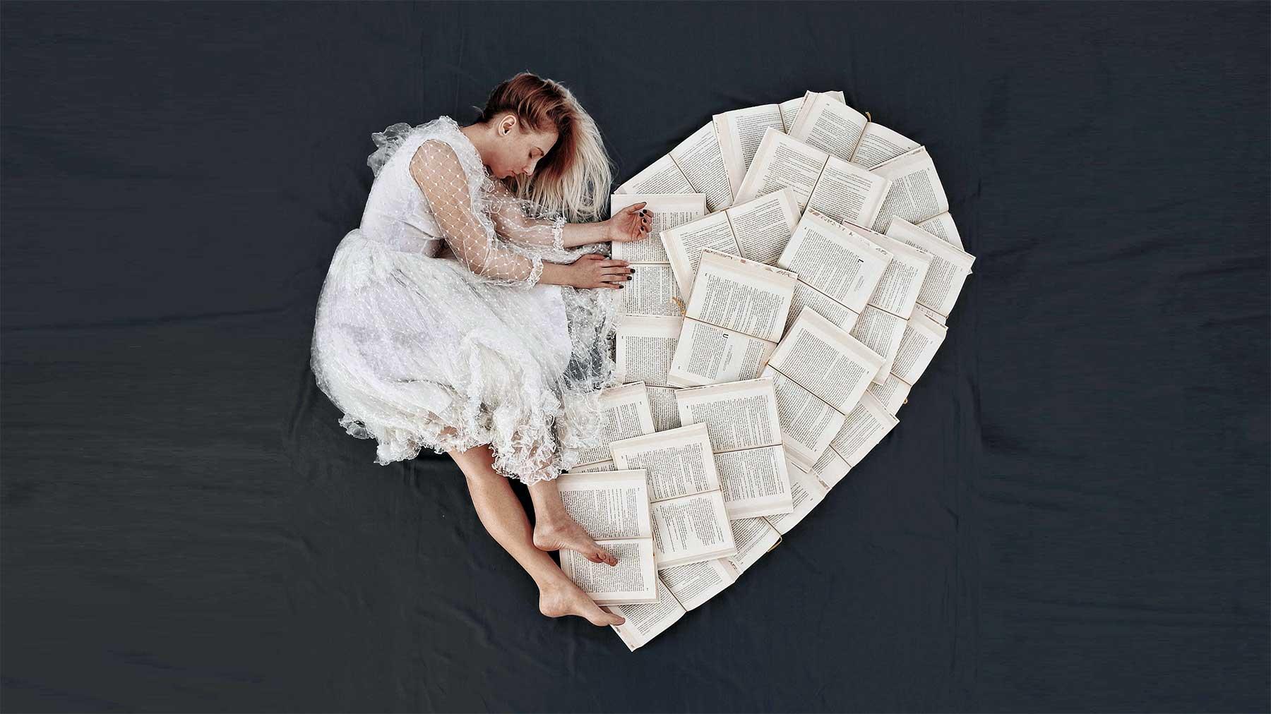 Elizabeth Sagans kreative Bilder mit Büchern Elizabeth-Sagan-buchbilder