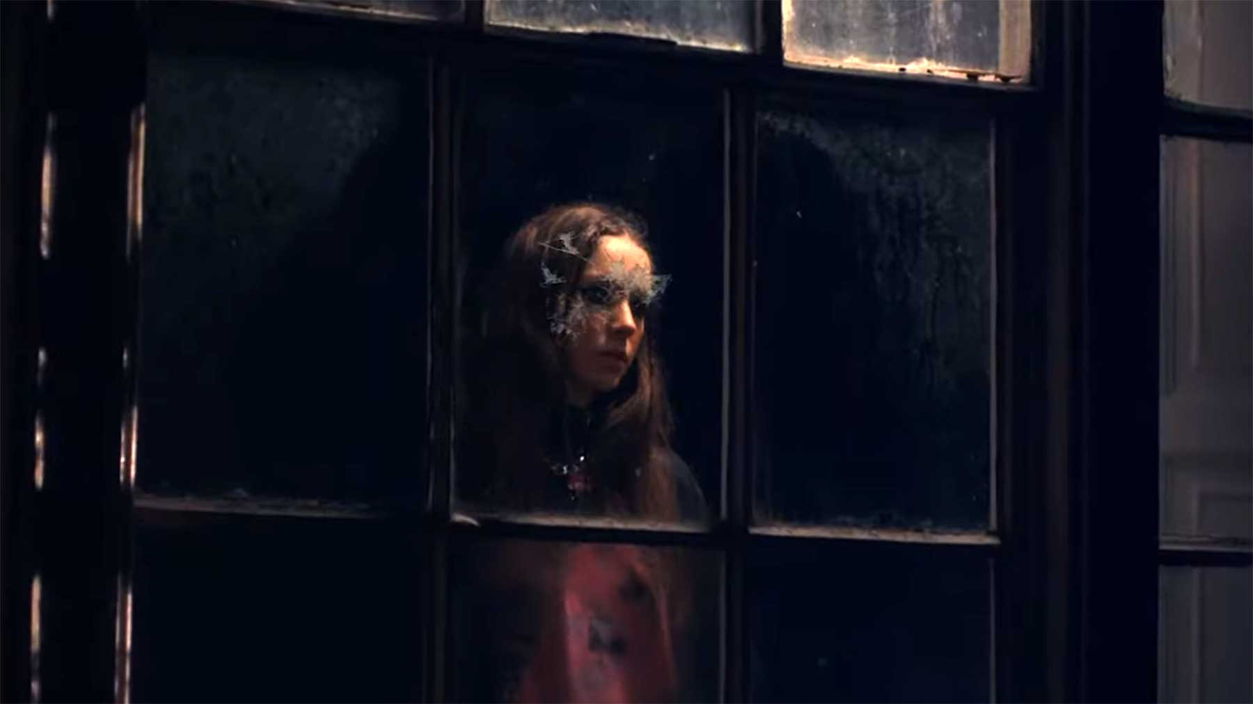 """Musikvideo: Holly Humberstone – """"Haunted House"""""""