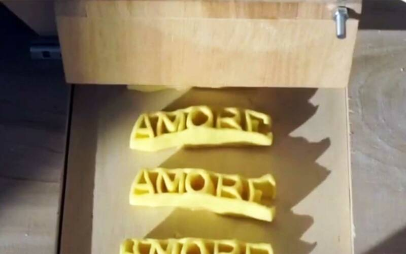Pasta schreiben mit der Nudel-Druckerpresse