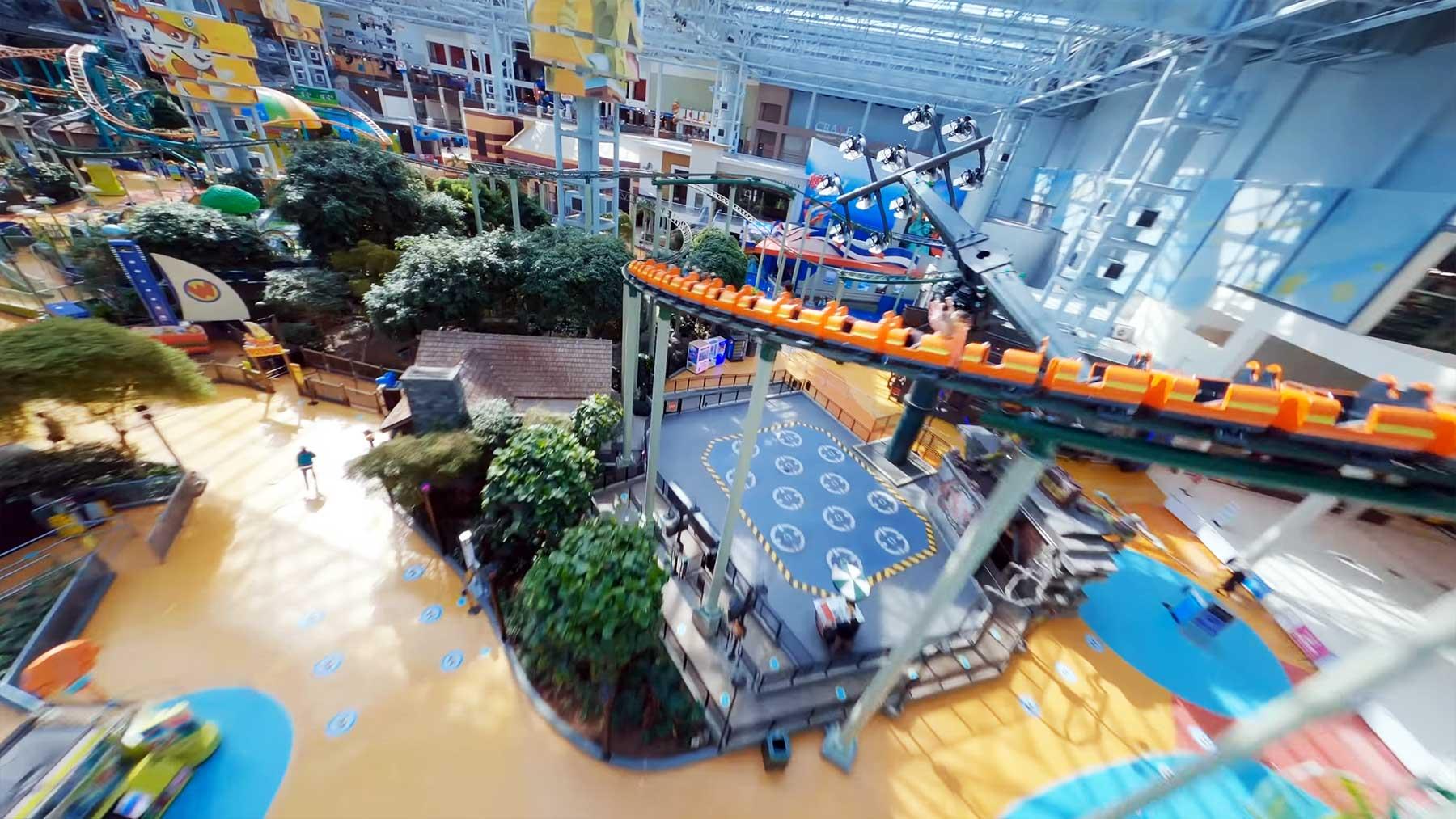"Choreografierter Drohnenflug durch die ""Mall of America"""